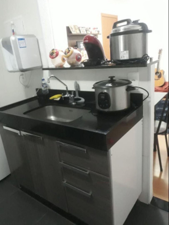 Foto de Cozinha com pia, cadeira