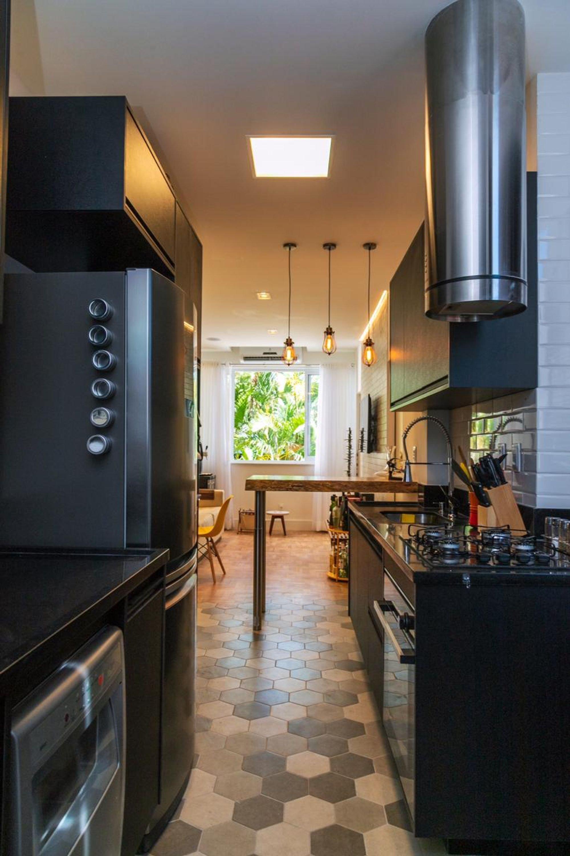 Foto de Cozinha com forno, faca, cadeira