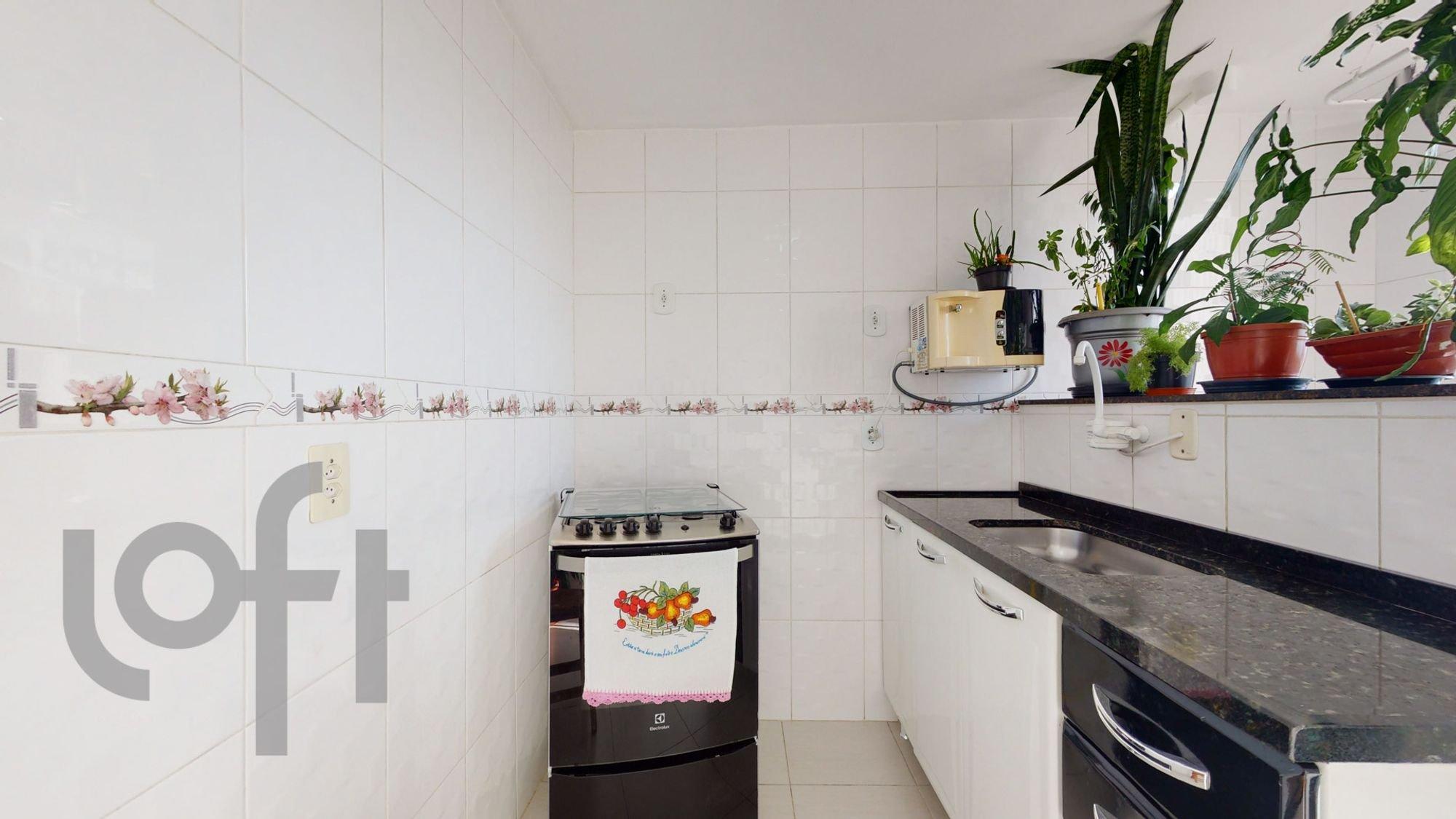 Foto de Cozinha com vaso de planta, forno, tigela, pia