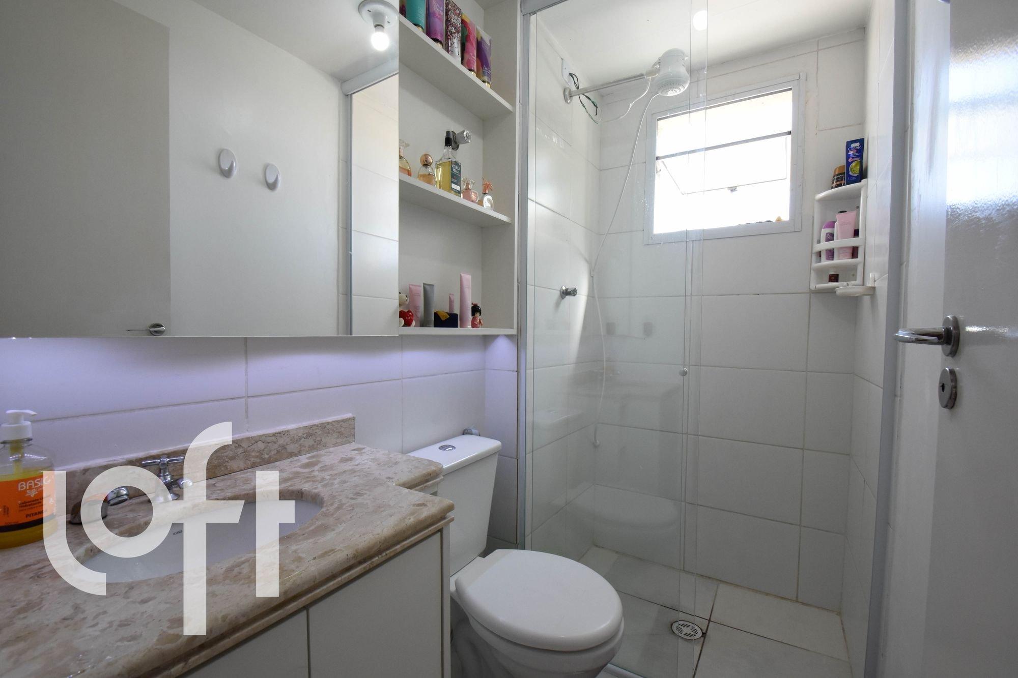 Foto de Banheiro com garrafa