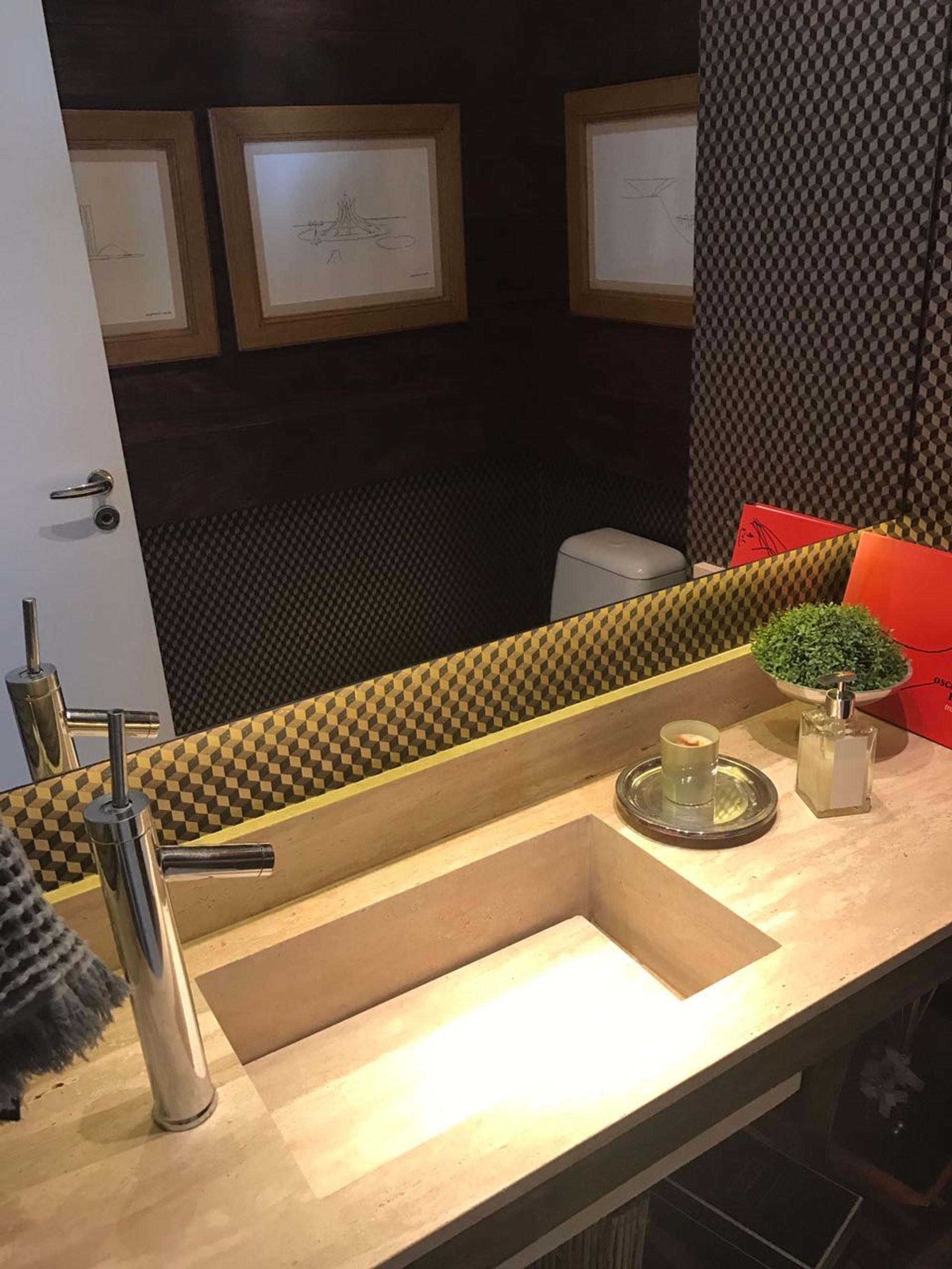 Foto de Cozinha com vaso de planta, xícara