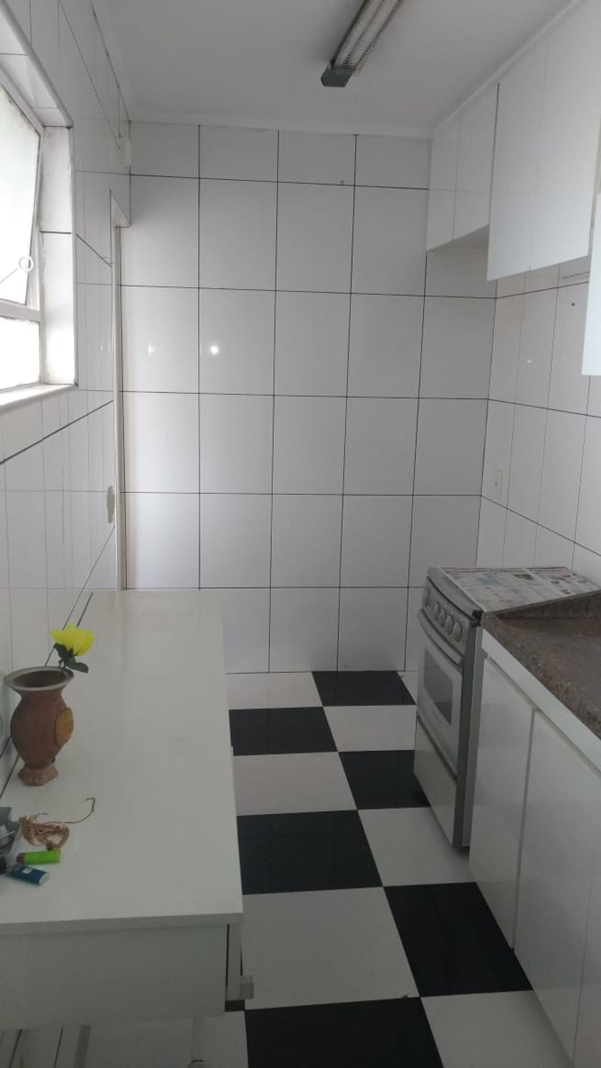 Foto de Cozinha com forno, tigela, xícara