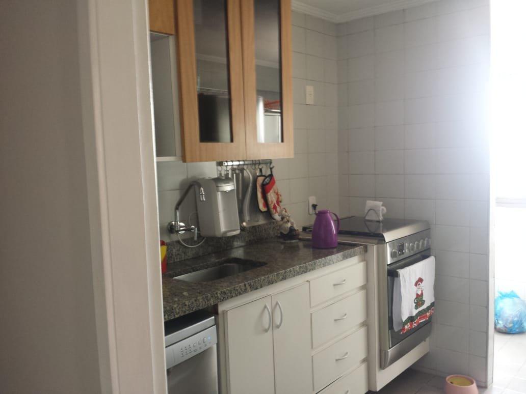 Foto de Cozinha com forno, pia, xícara