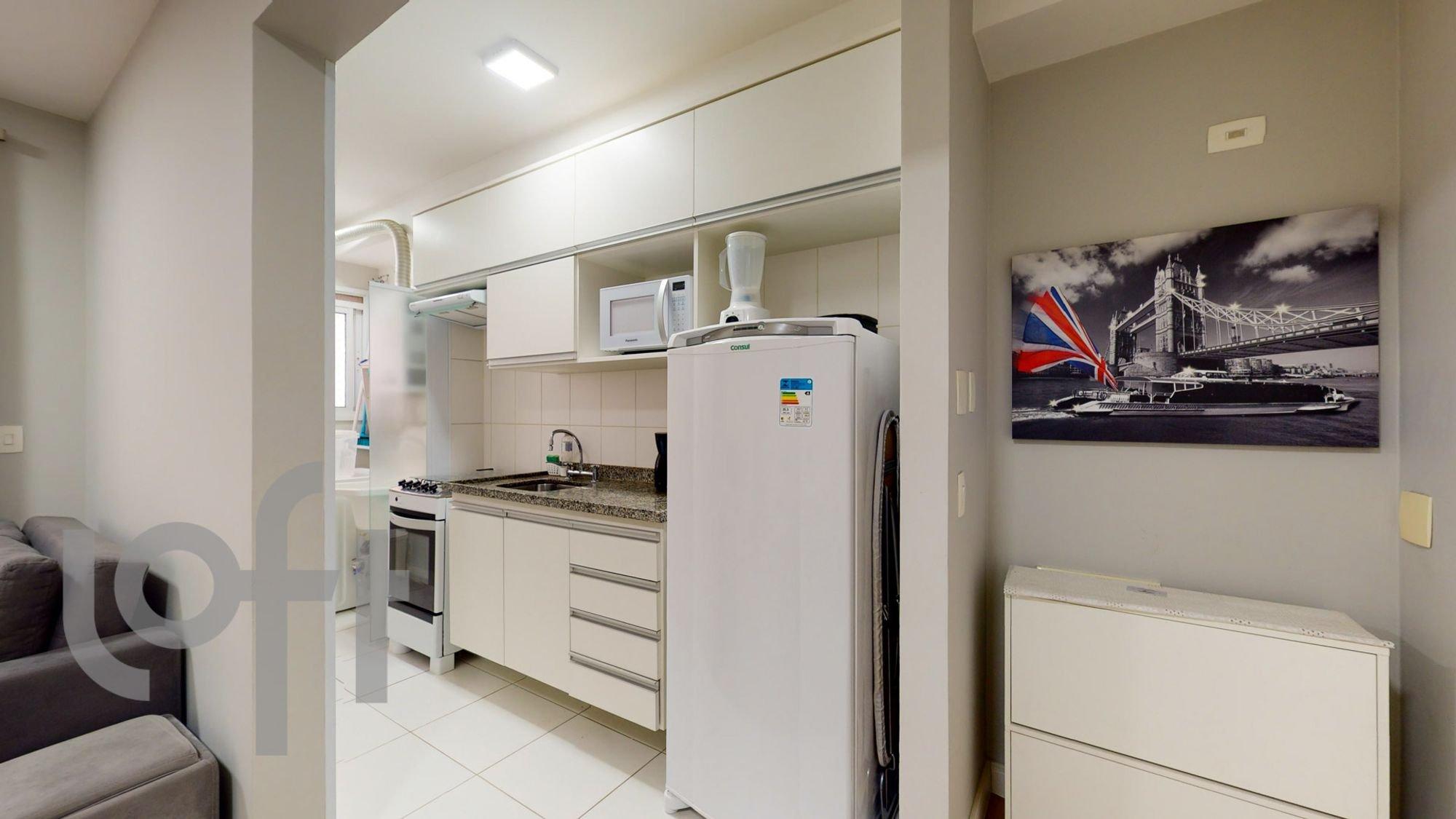 Foto de Cozinha com forno, sofá, geladeira