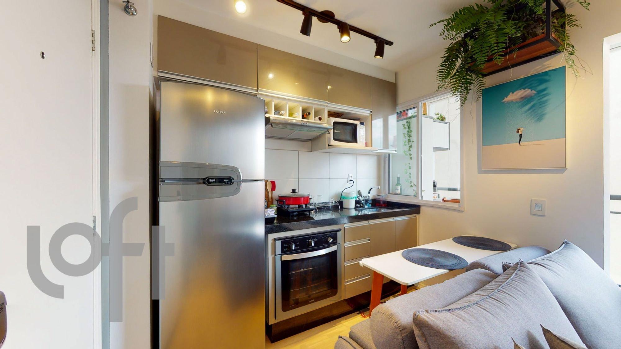 Foto de Cozinha com vaso de planta, sofá, forno, geladeira