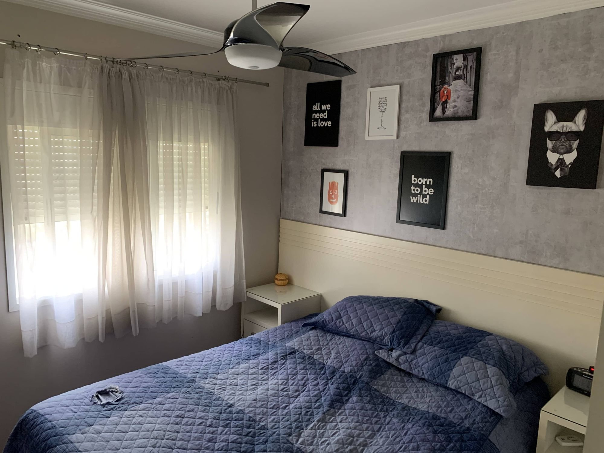 Foto de Quarto com cama