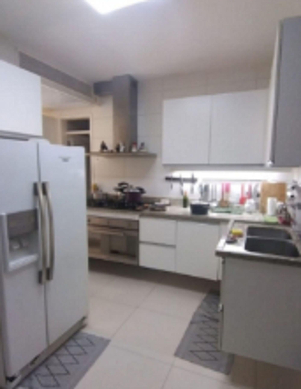 Foto de Cozinha com forno, tigela, geladeira, pia
