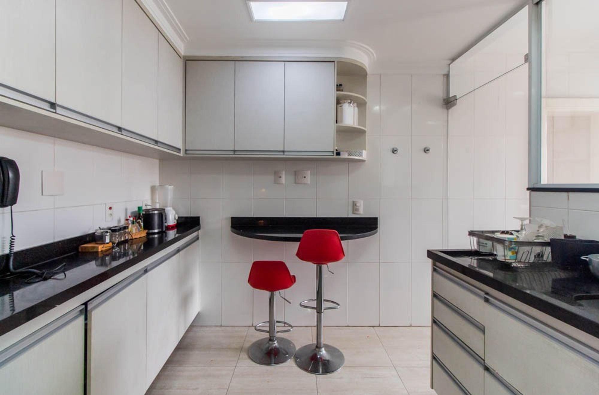 Foto de Cozinha com tigela, cadeira