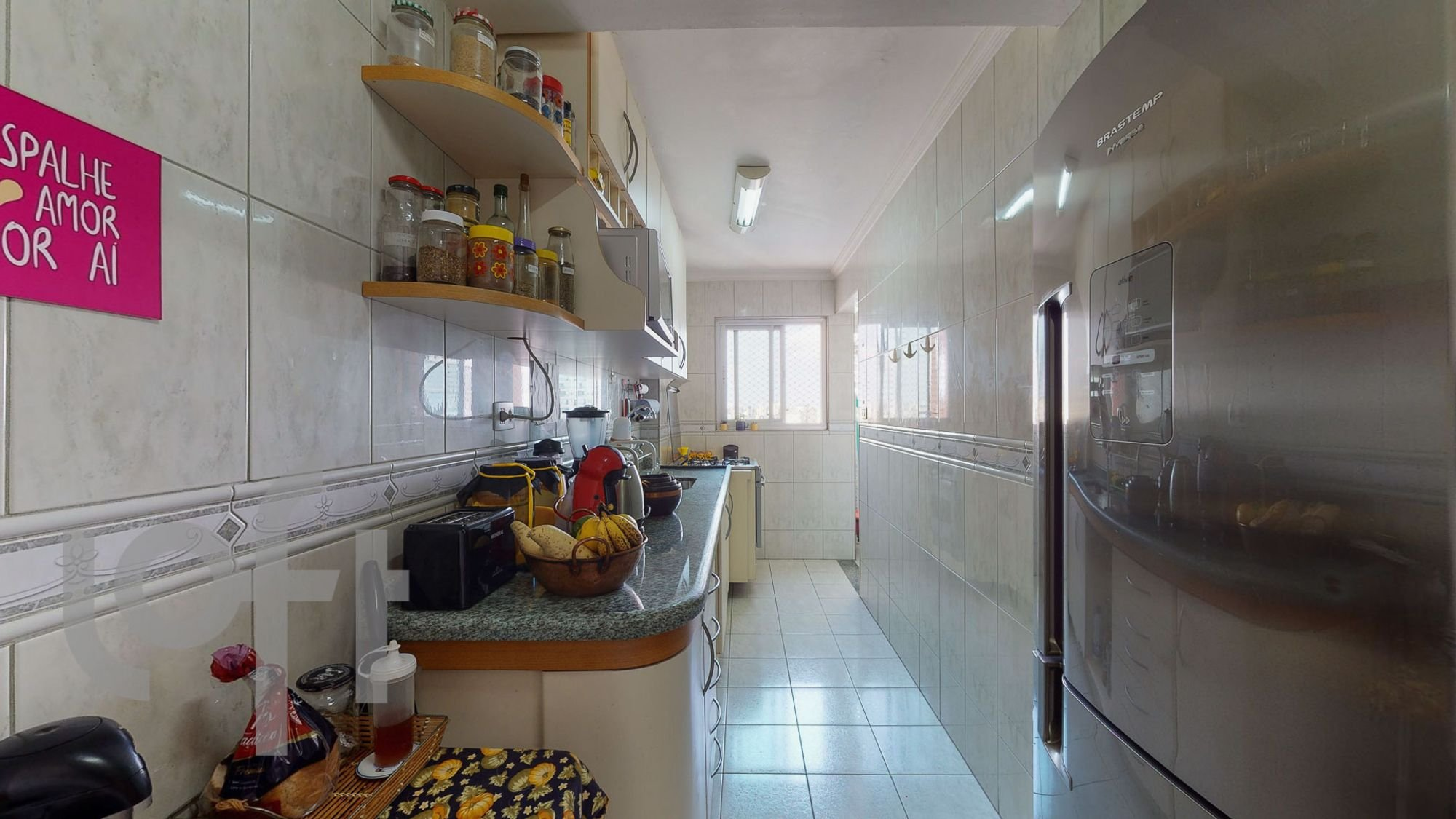 Foto de Cozinha com garrafa