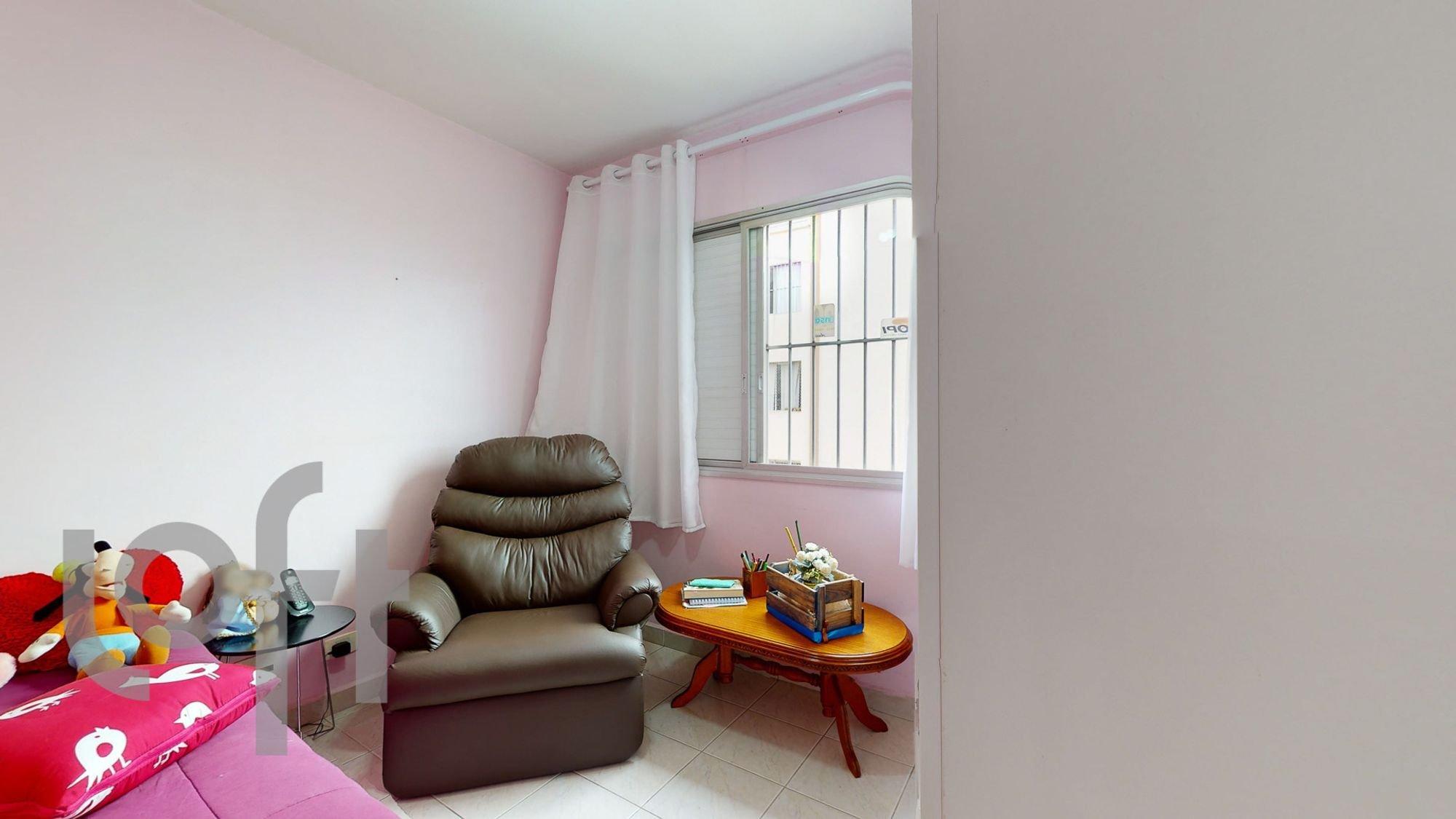Foto de Sala com cadeira, livro