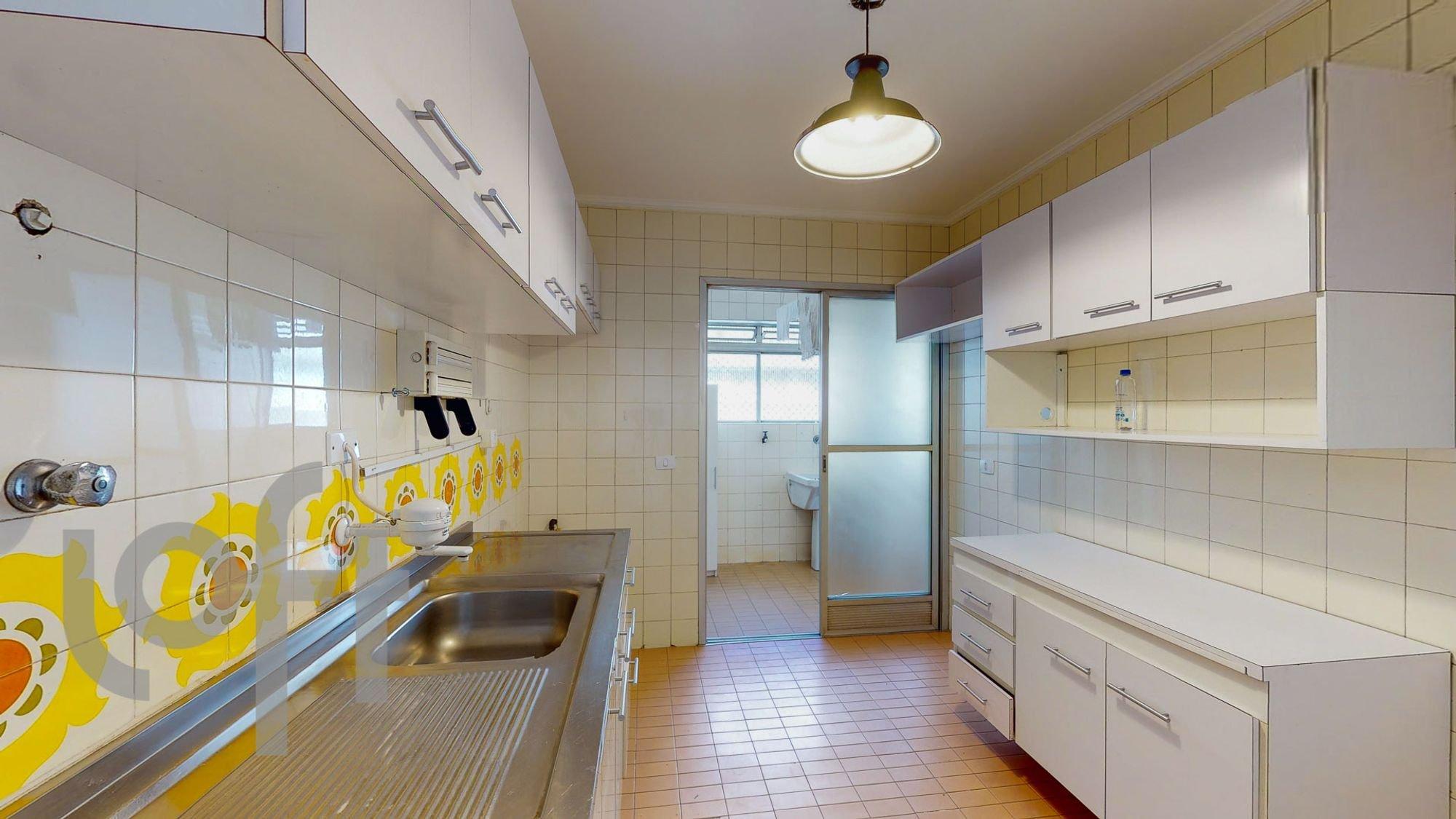 Foto de Cozinha com tigela, vaso sanitário, pia