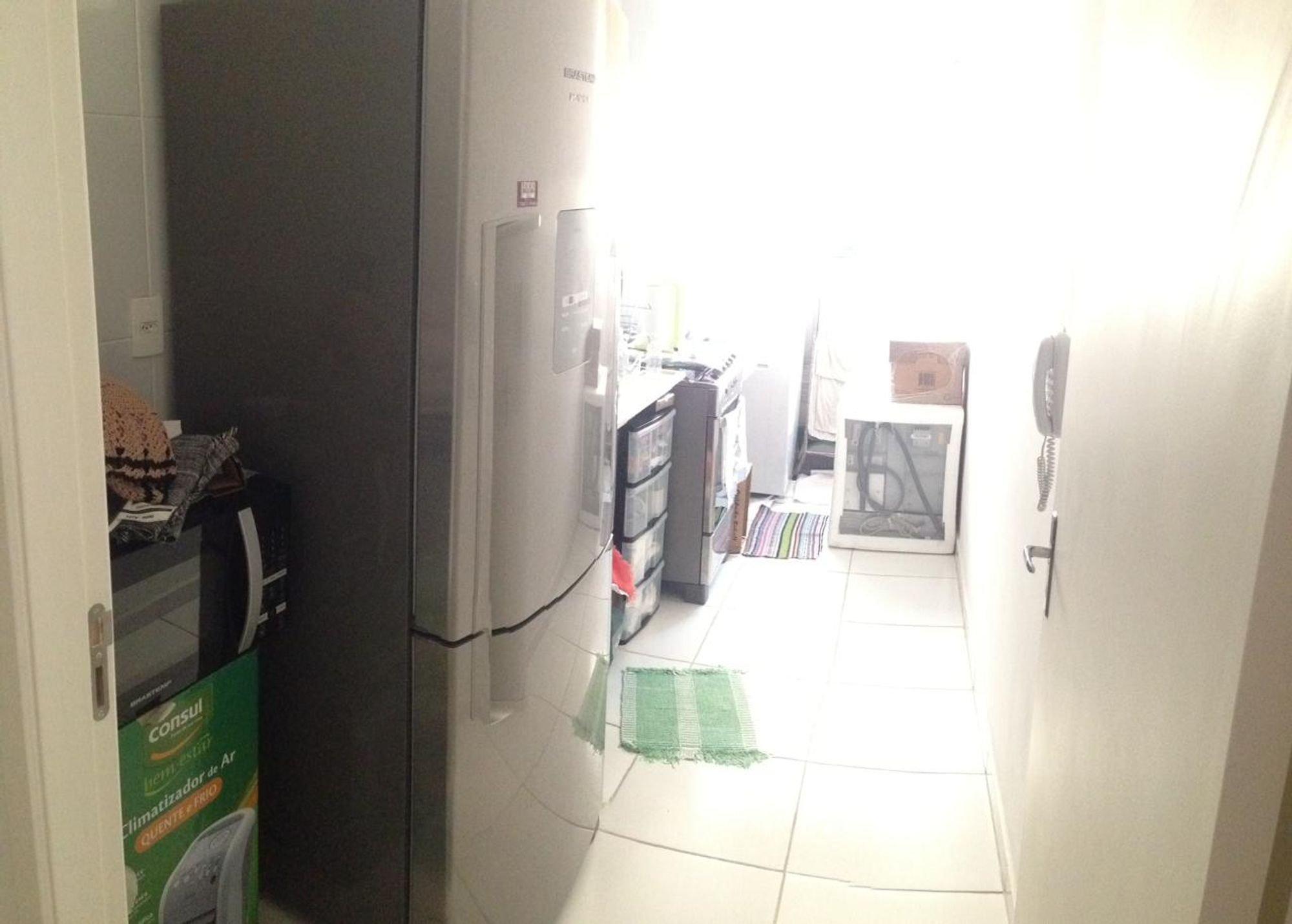 Foto de Lavanderia com geladeira