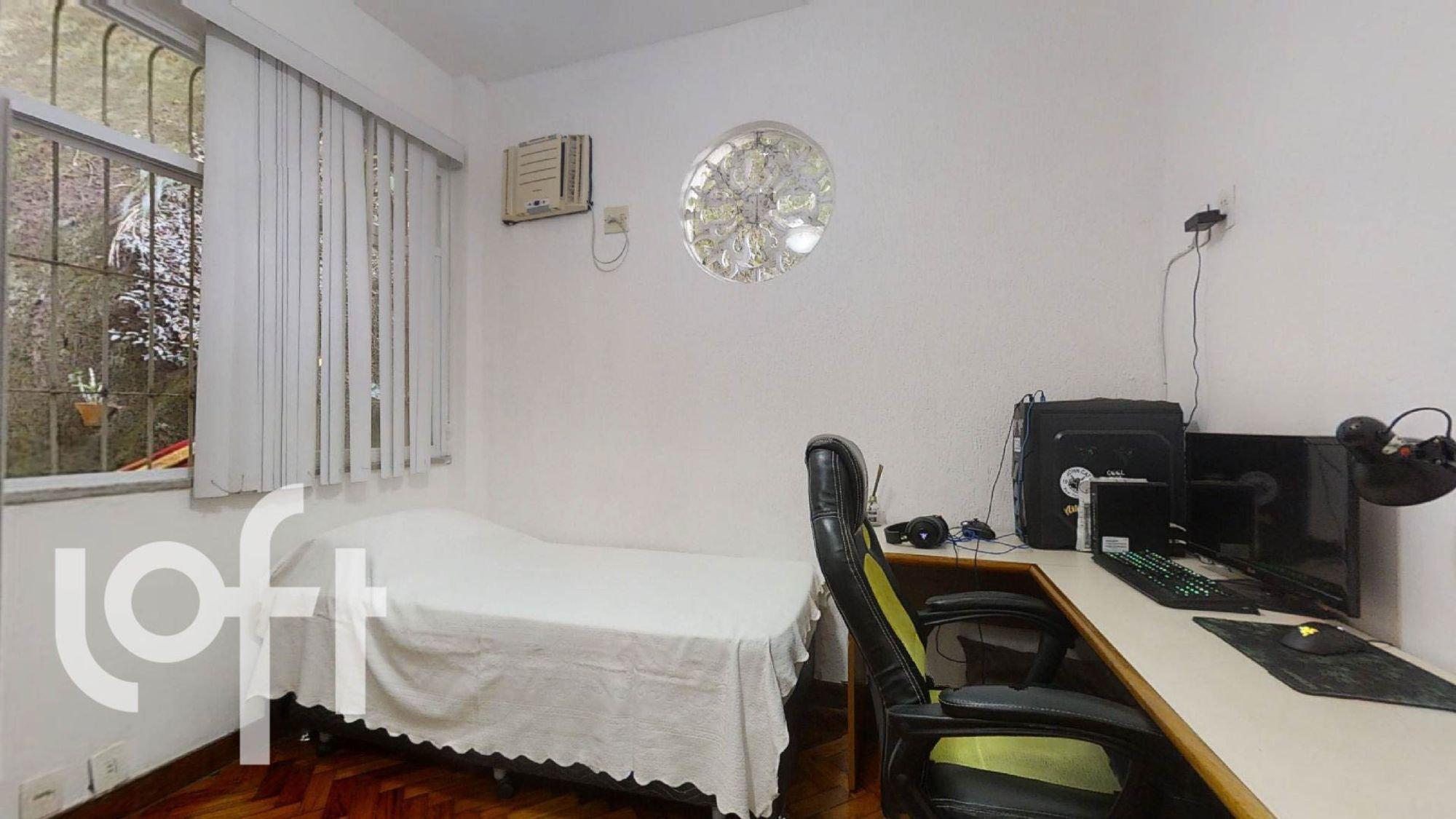 Foto de Sala com cama, mouse, cadeira