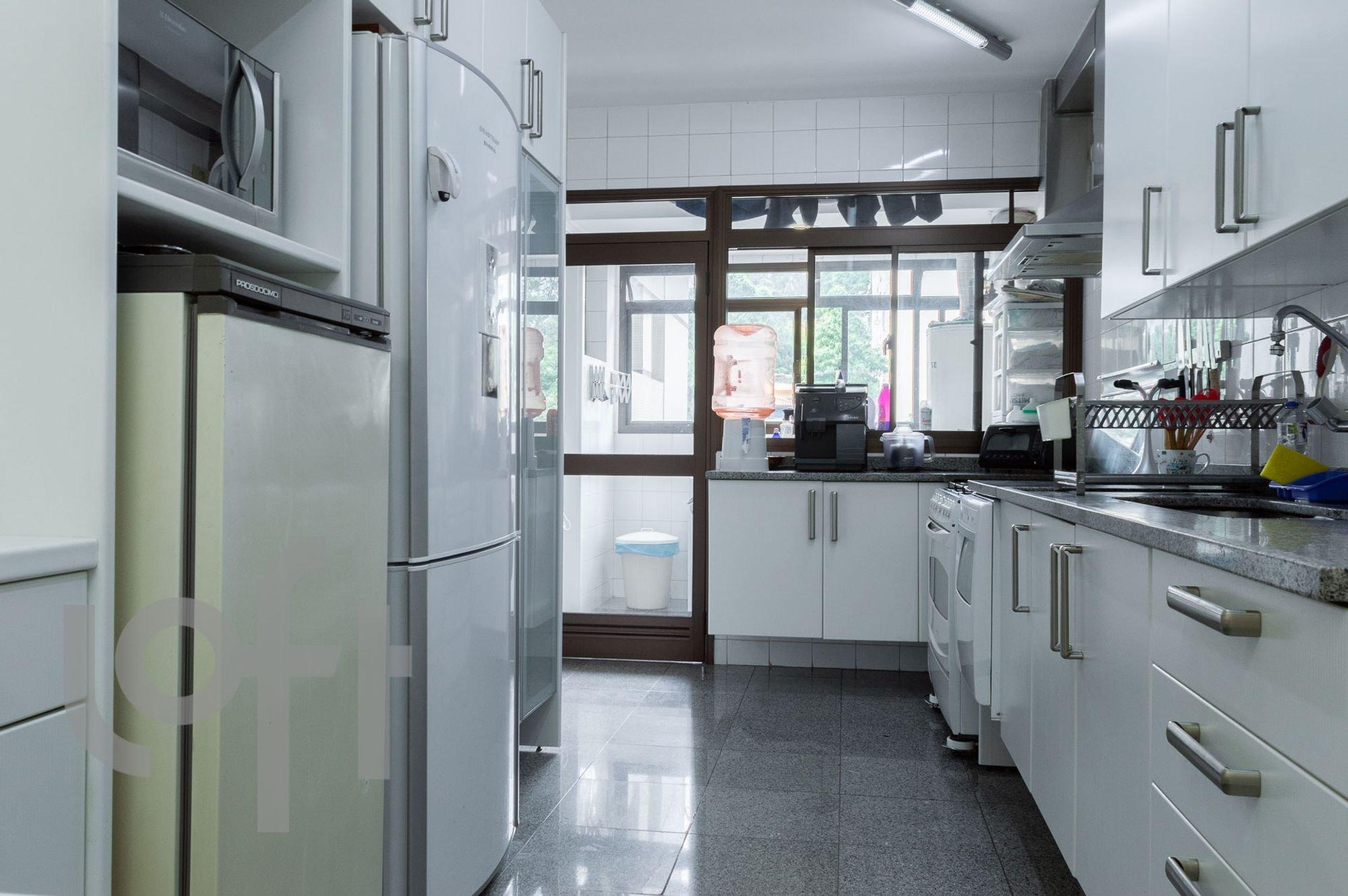 Foto de Cozinha com geladeira
