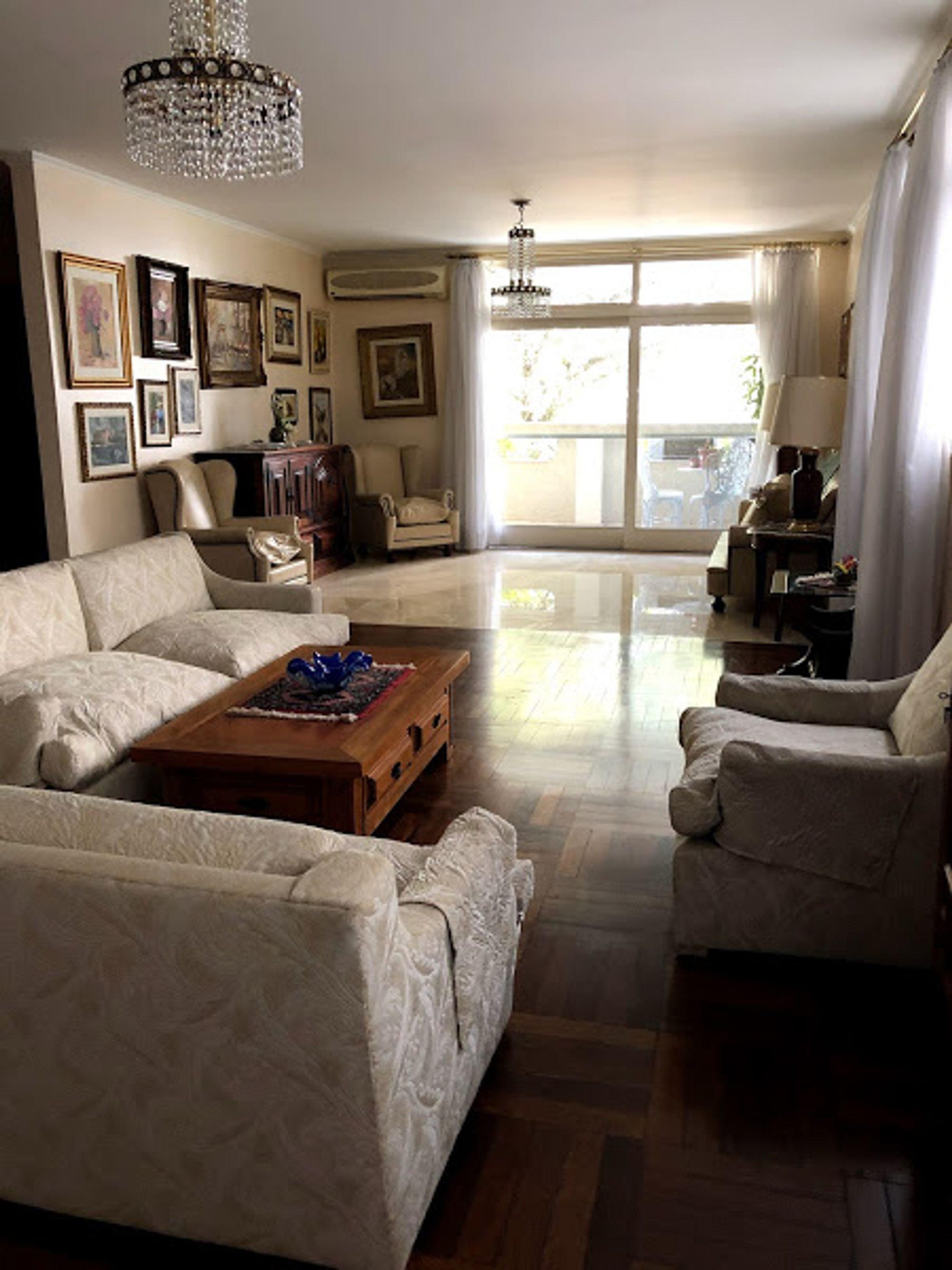 https://content.loft.com.br/homes/1bssfpy/desktop_living09.jpg