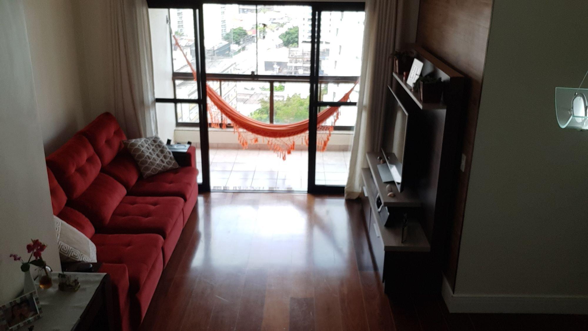 Foto de Sala com sofá, televisão