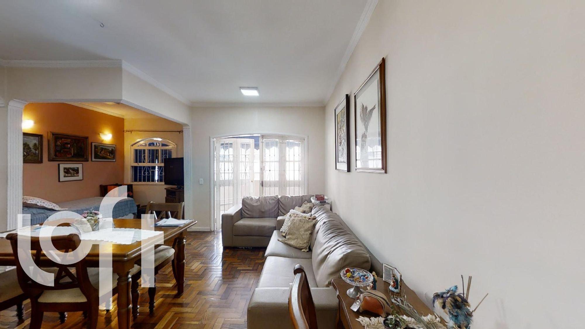Foto de Sala com tigela, sofá, cadeira