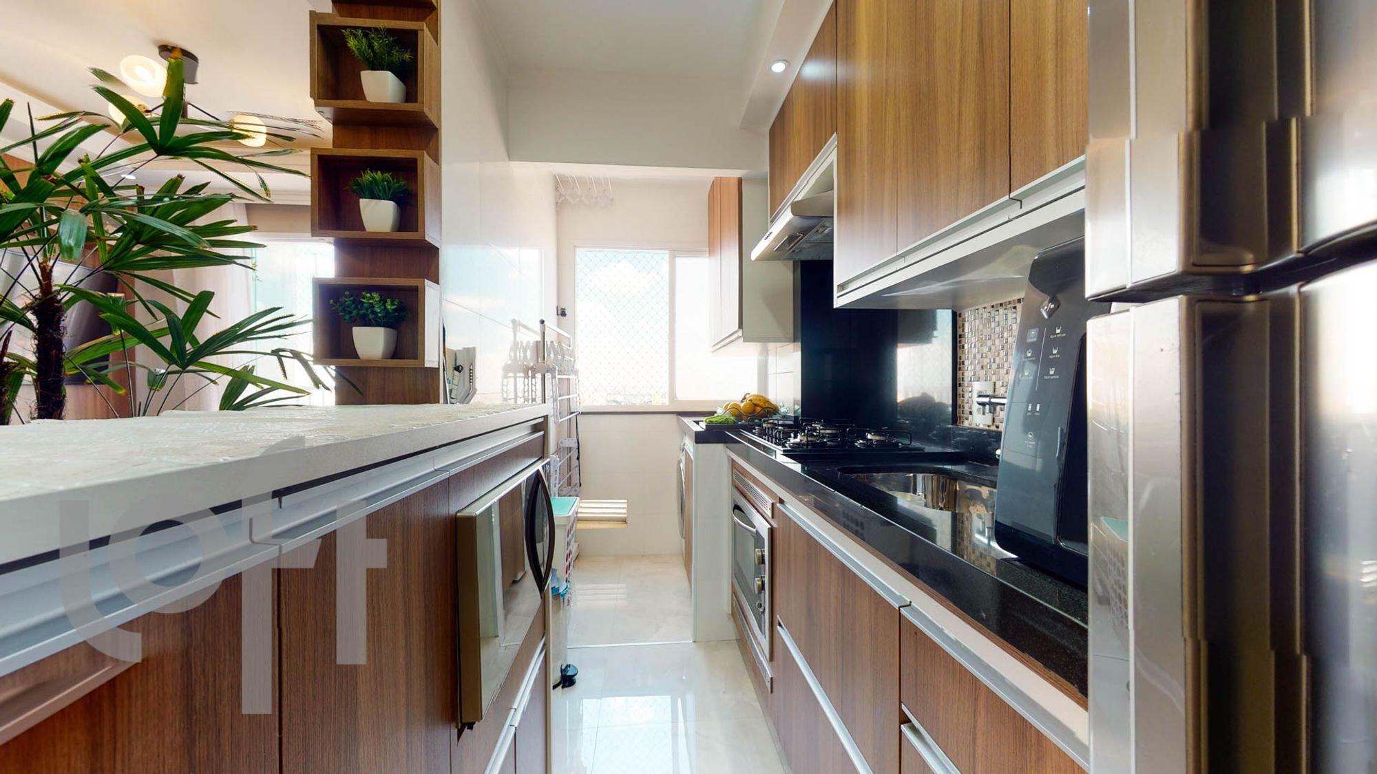 Foto de Cozinha com vaso de planta