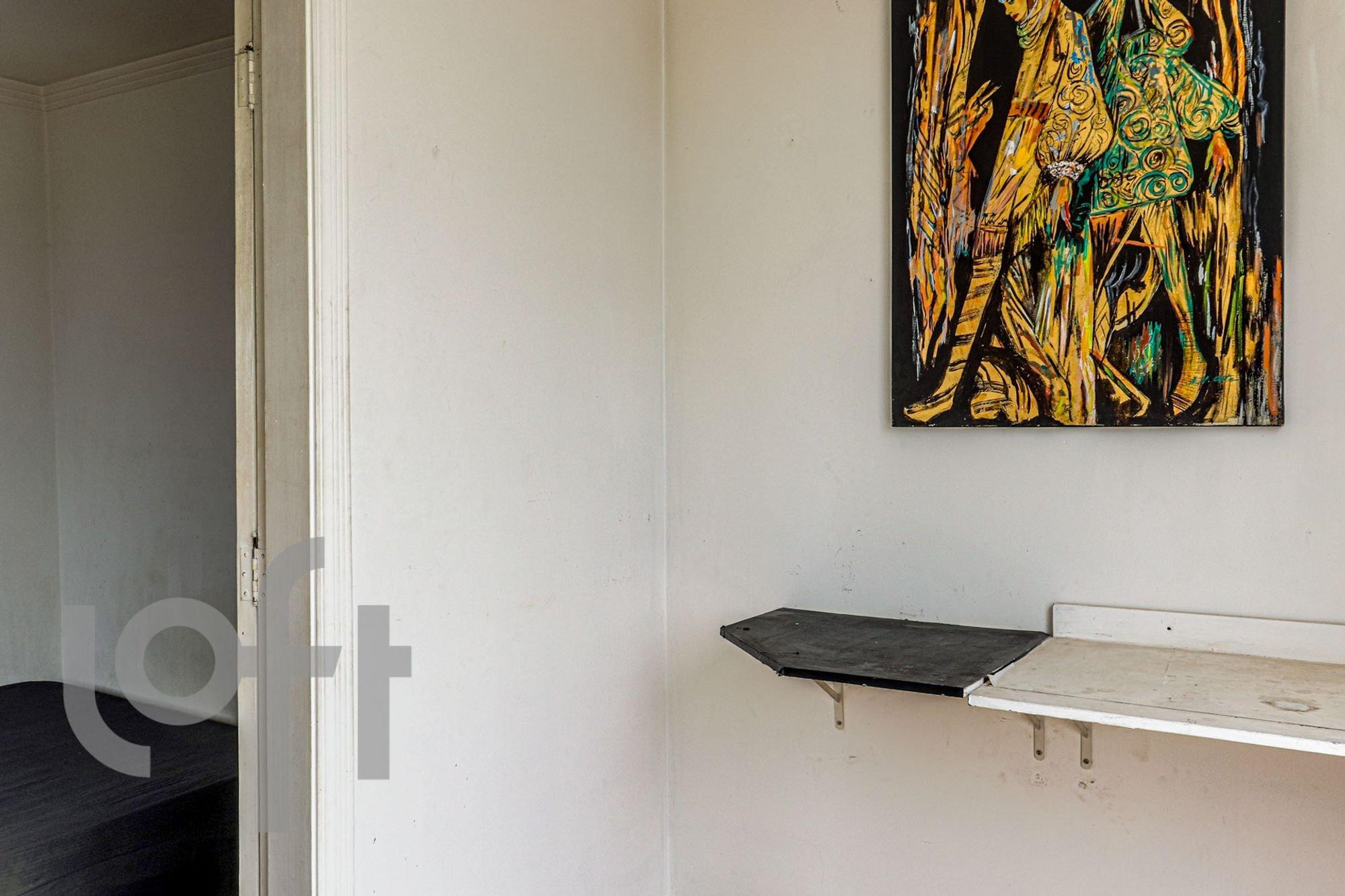 Foto de Corredor com banco, vaso sanitário