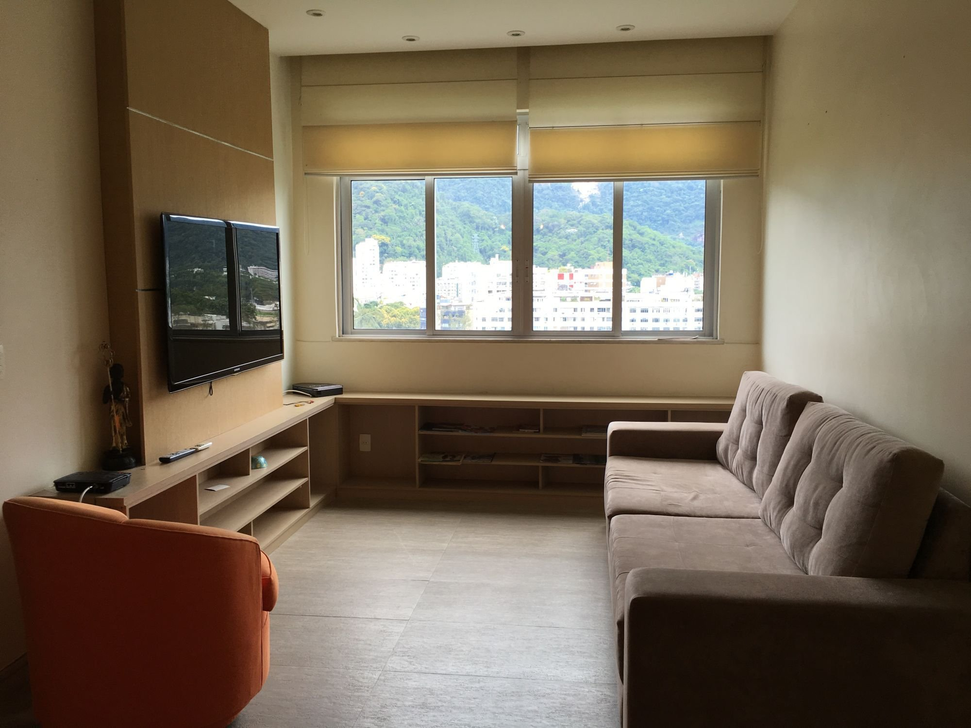 Foto de Sala com sofá, cadeira