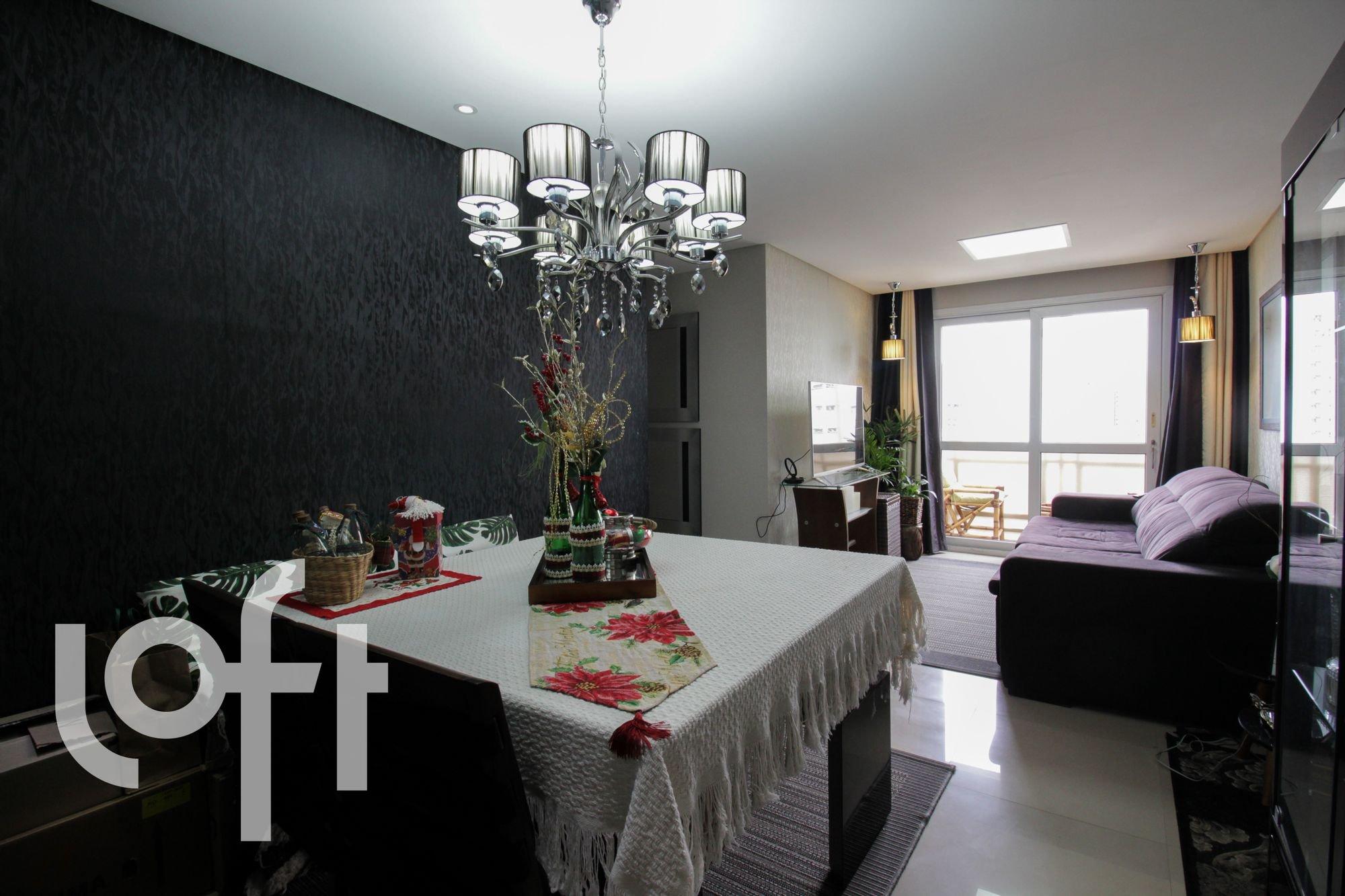 Foto de Sala com cama, vaso de planta, vaso, cadeira, mesa de jantar