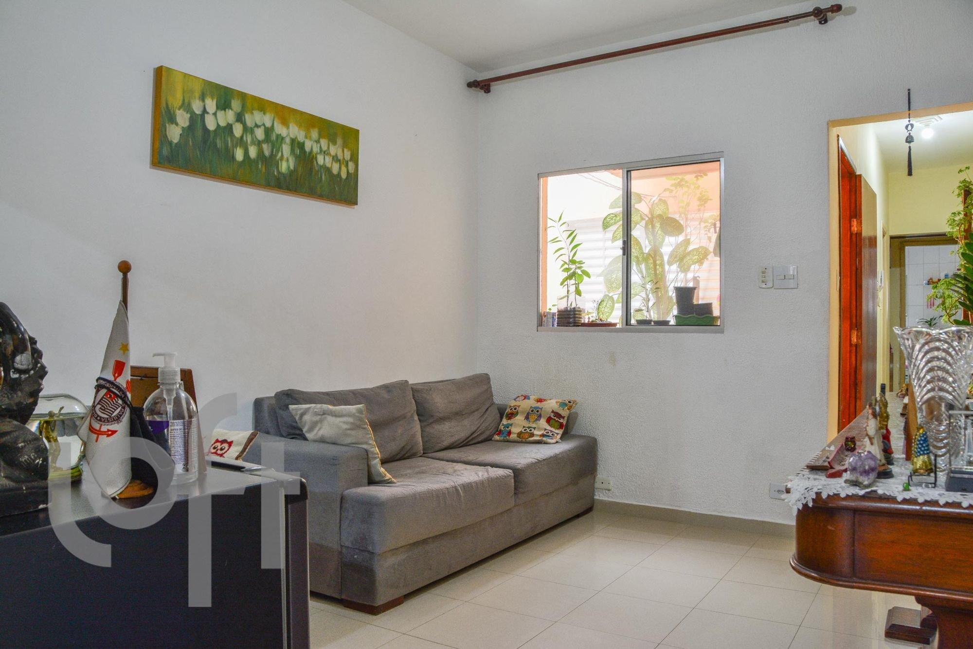 Foto de Quarto com sofá, cadeira
