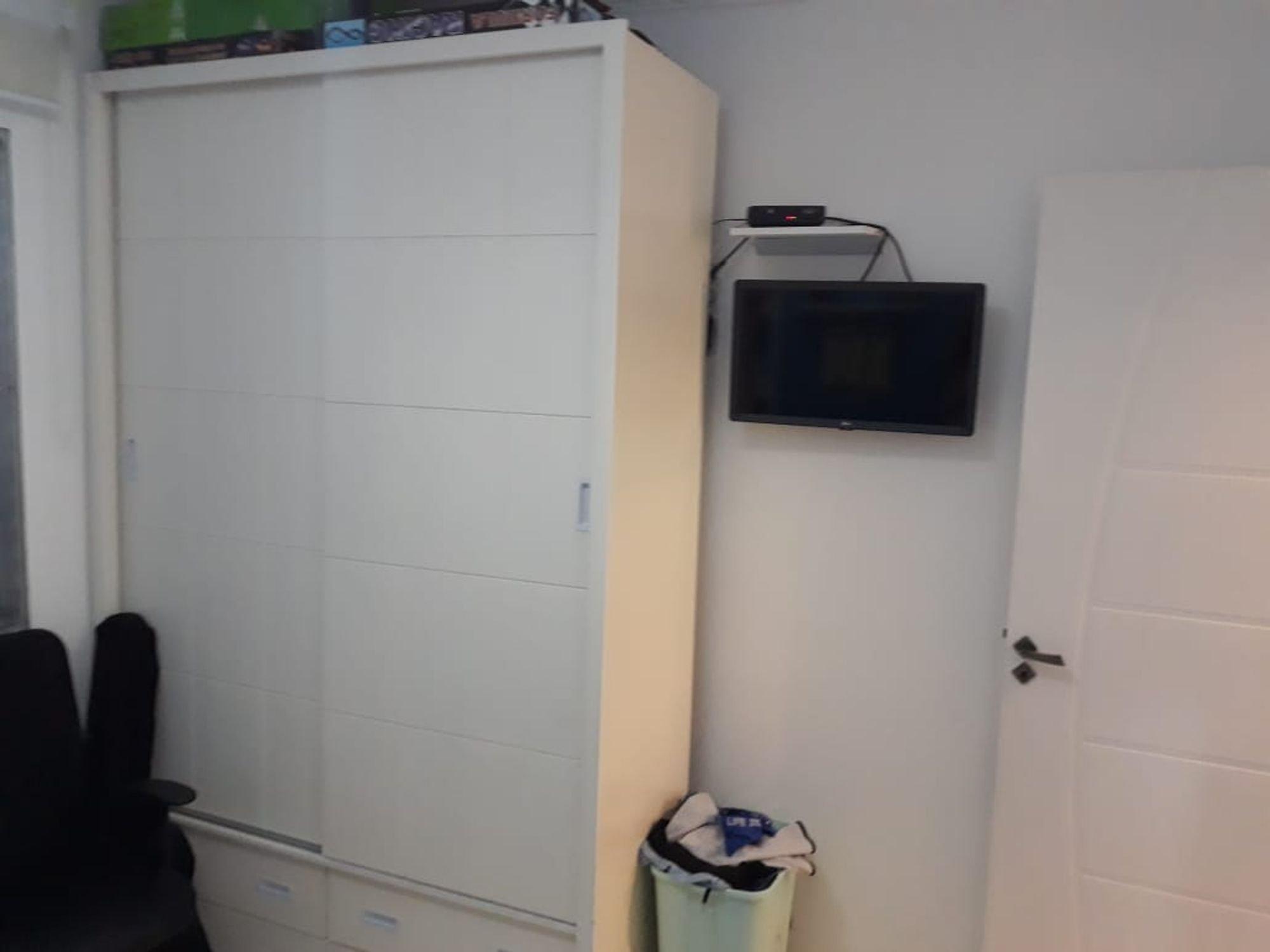 Foto de Banheiro com televisão