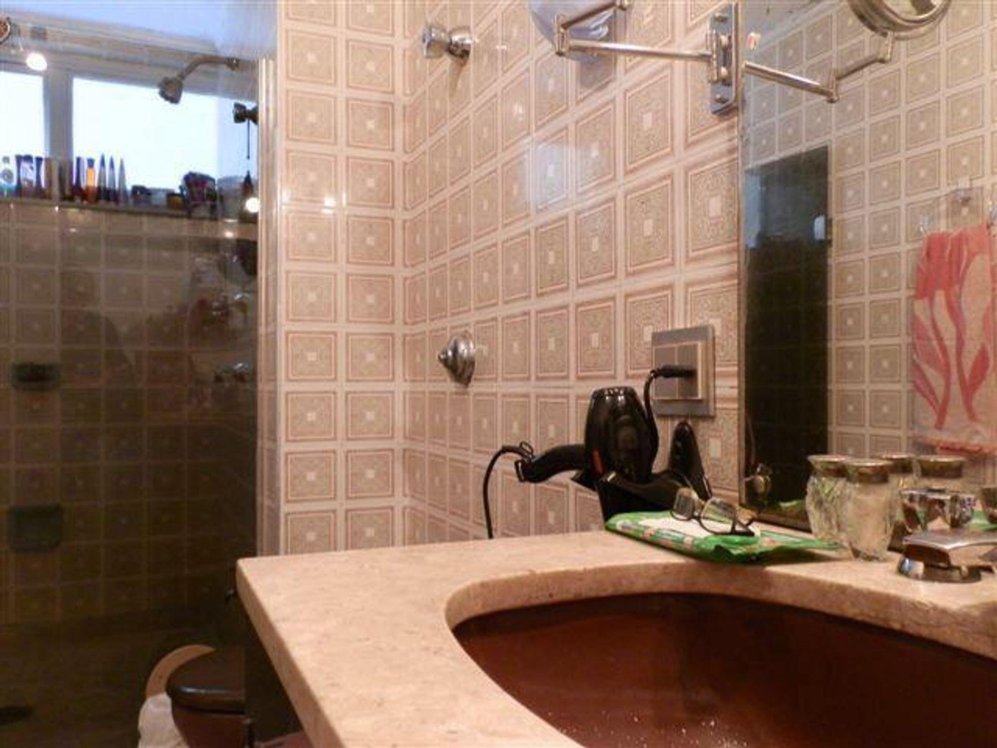 Foto de Banheiro com xícara
