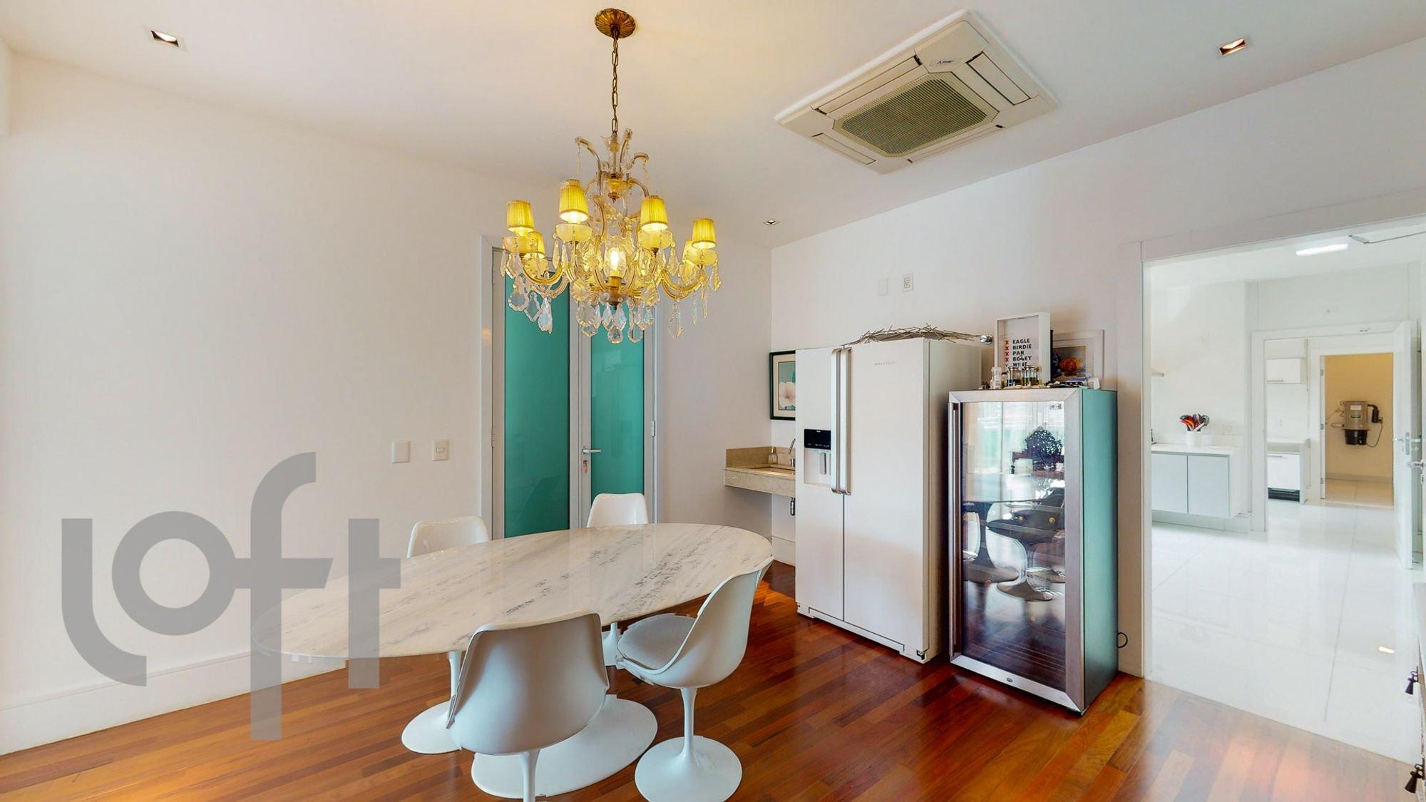 Foto de Sala com televisão, tigela, cadeira, mesa de jantar