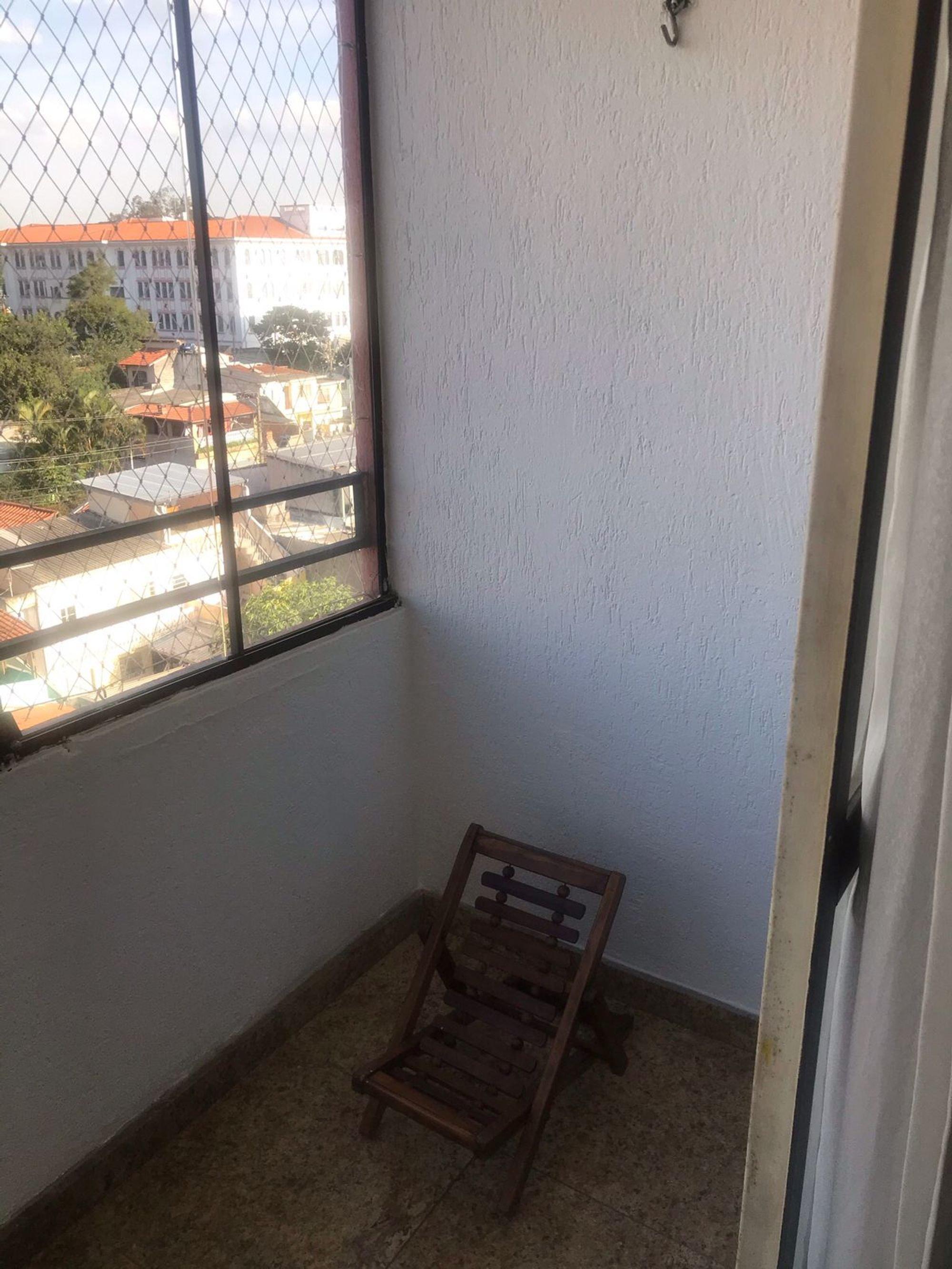 Foto de Varanda com cadeira