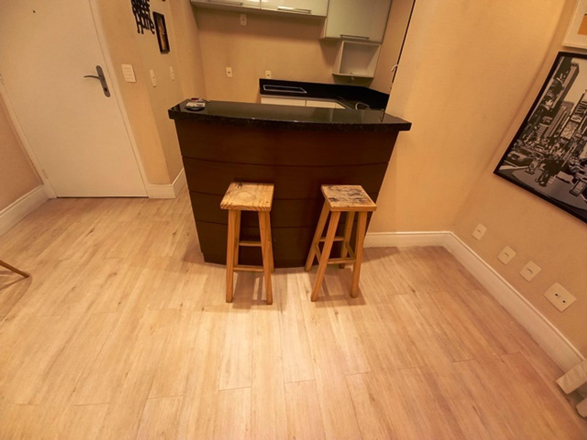 Foto de Banheiro com cadeira