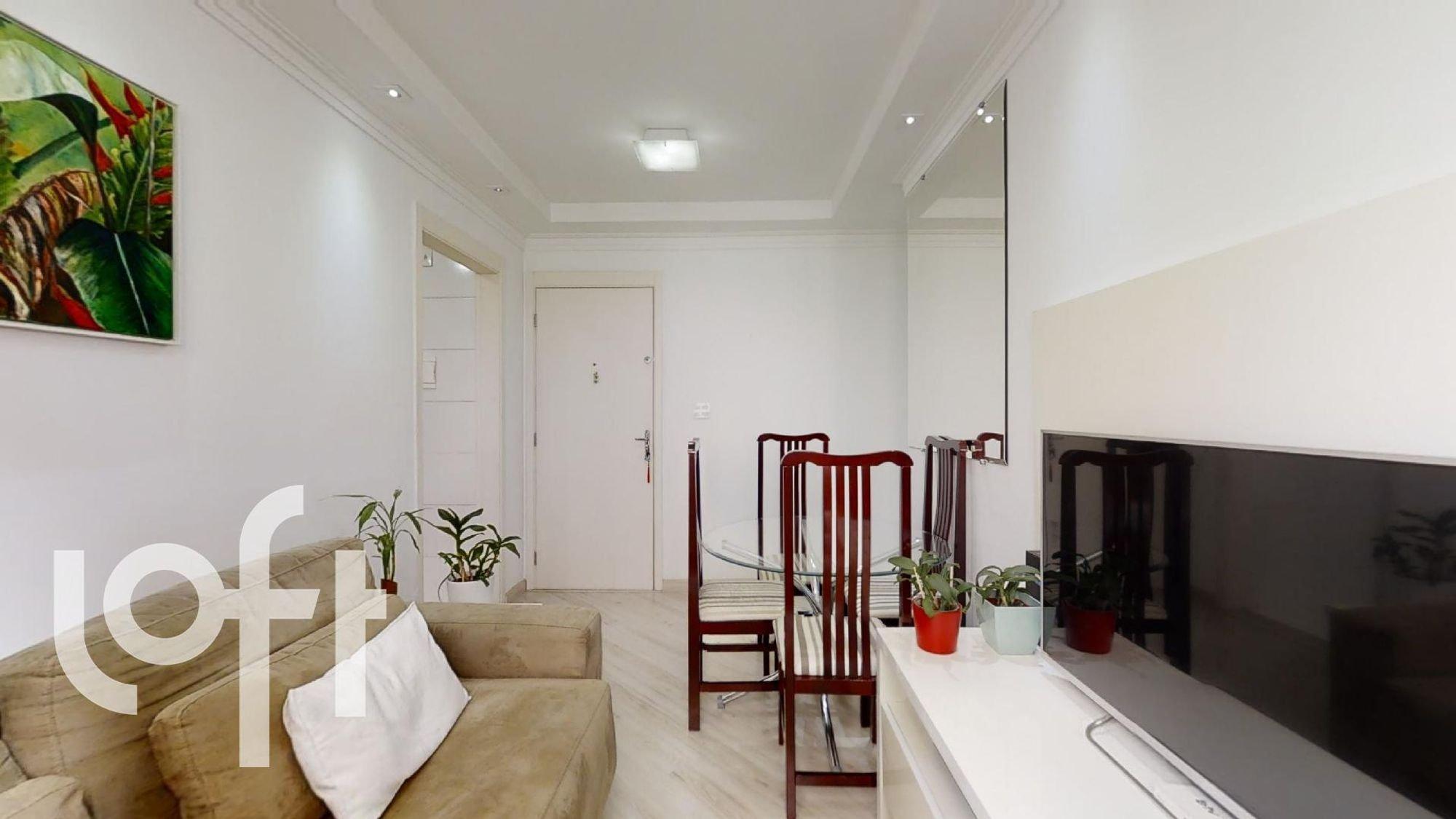 Foto de Sala com cama, vaso de planta, sofá