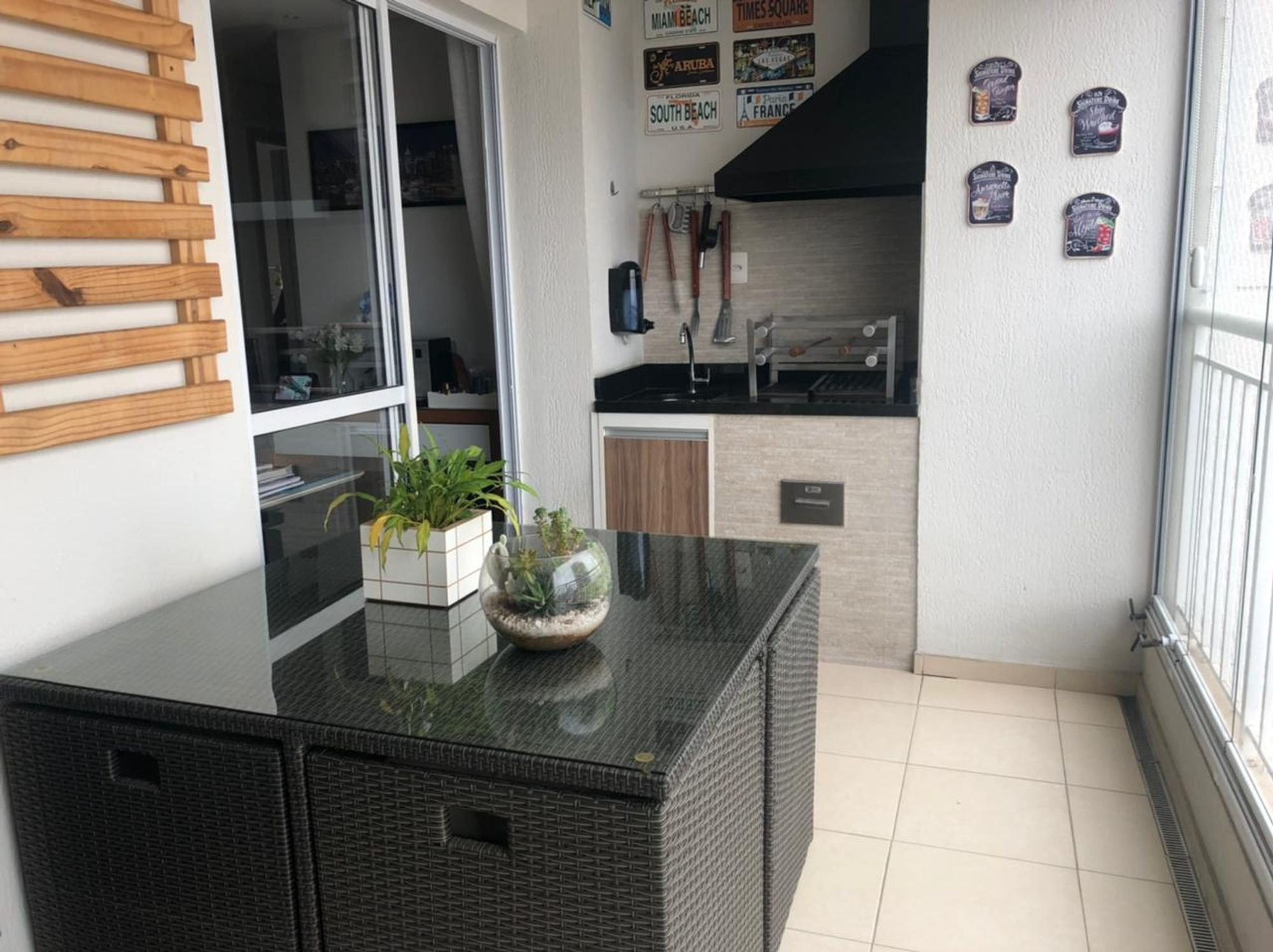Foto de Cozinha com vaso de planta, vaso