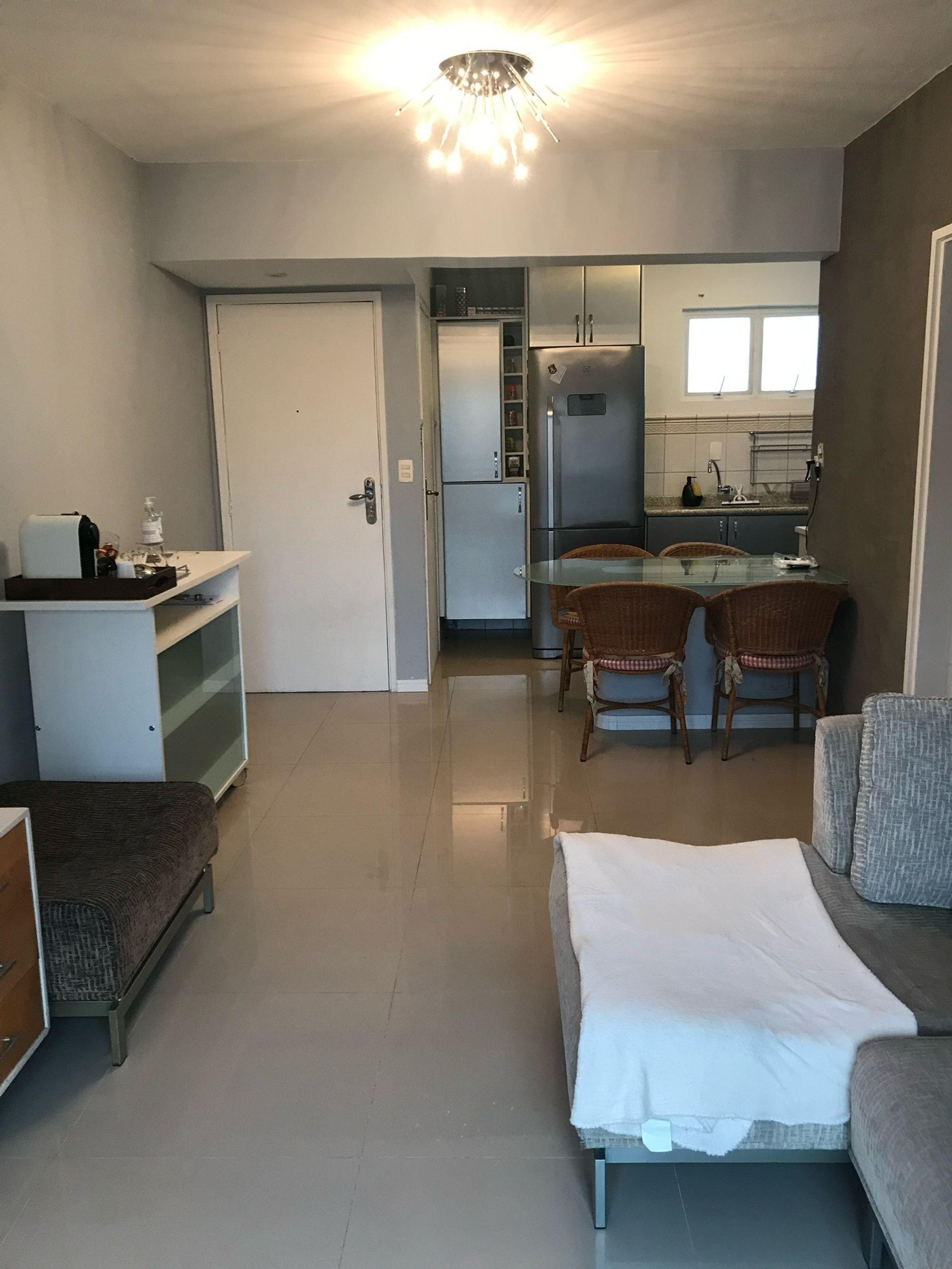 Foto de Cozinha com cama, geladeira, cadeira