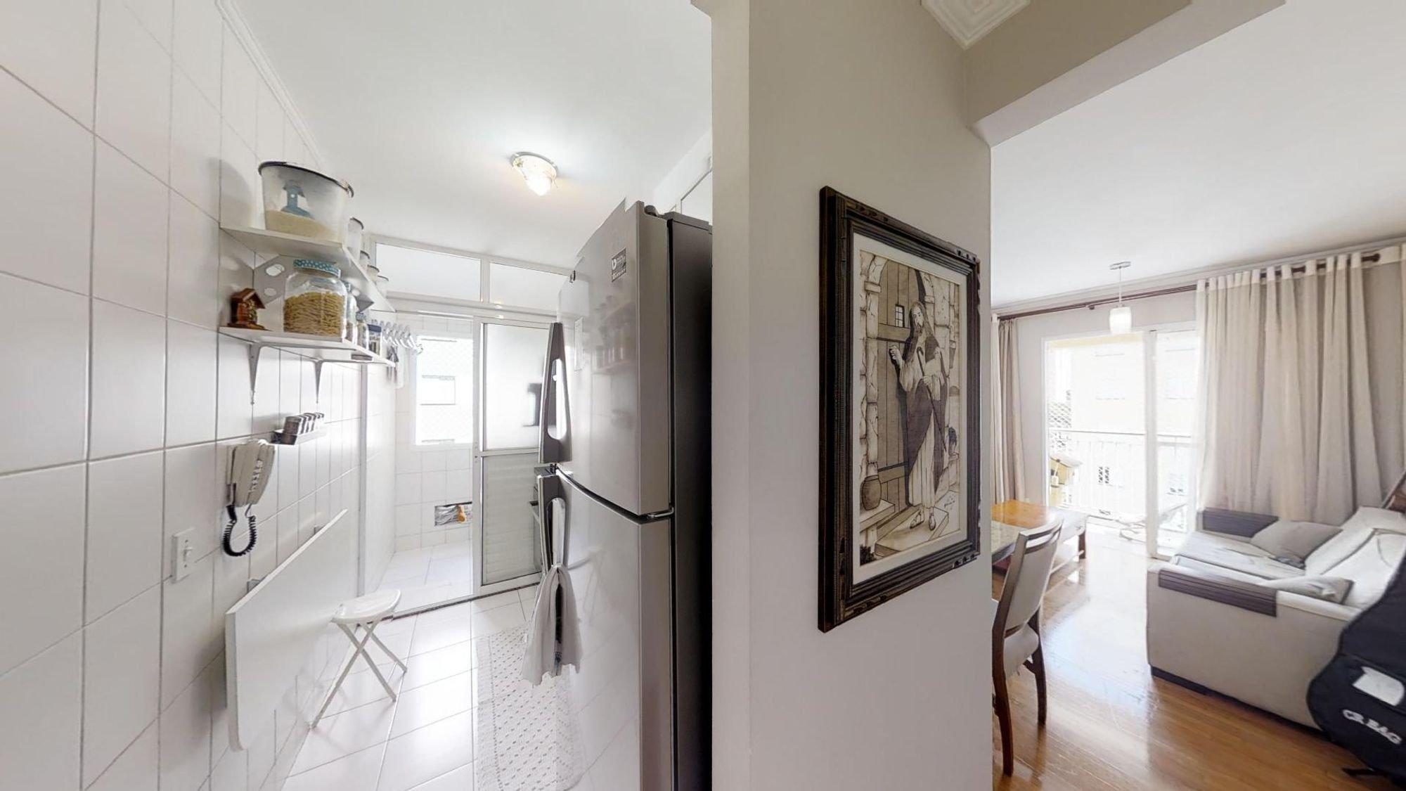 Foto de Cozinha com sofá, geladeira