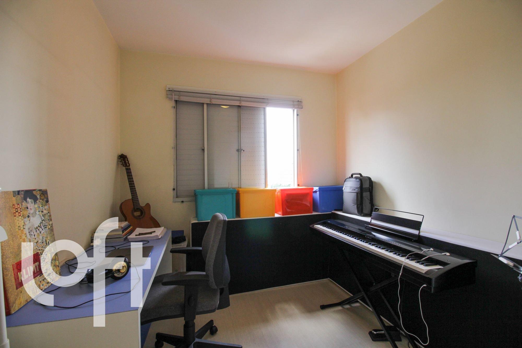 Foto de Sala com mouse, televisão, cadeira