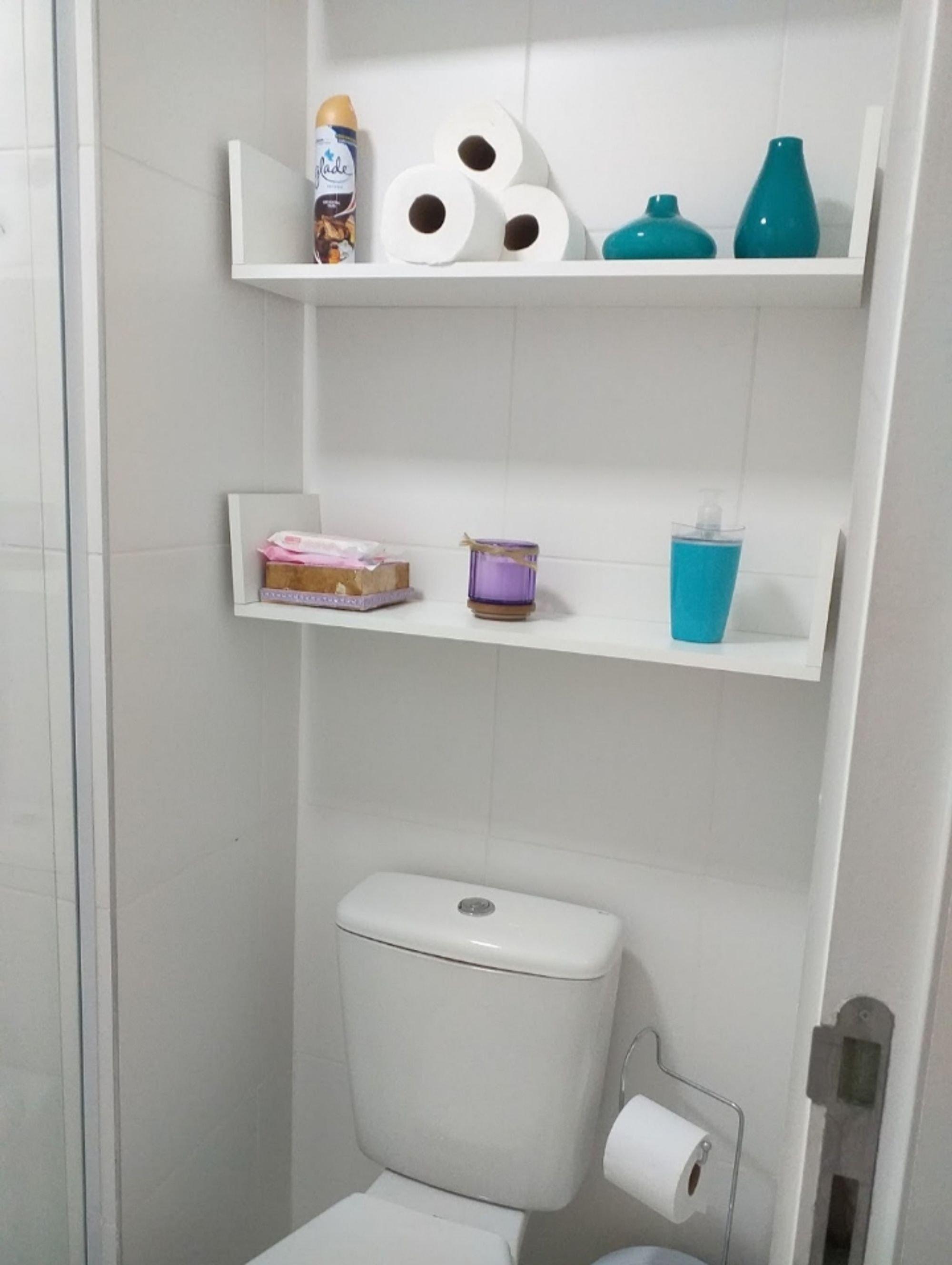 Foto de Banheiro com vaso sanitário, vaso, xícara