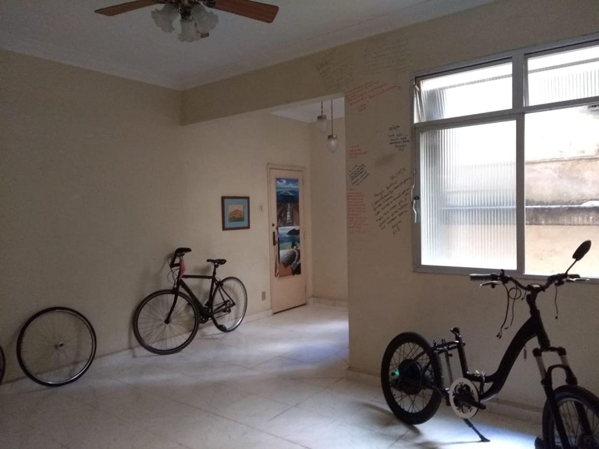Foto de Sala com bicicleta