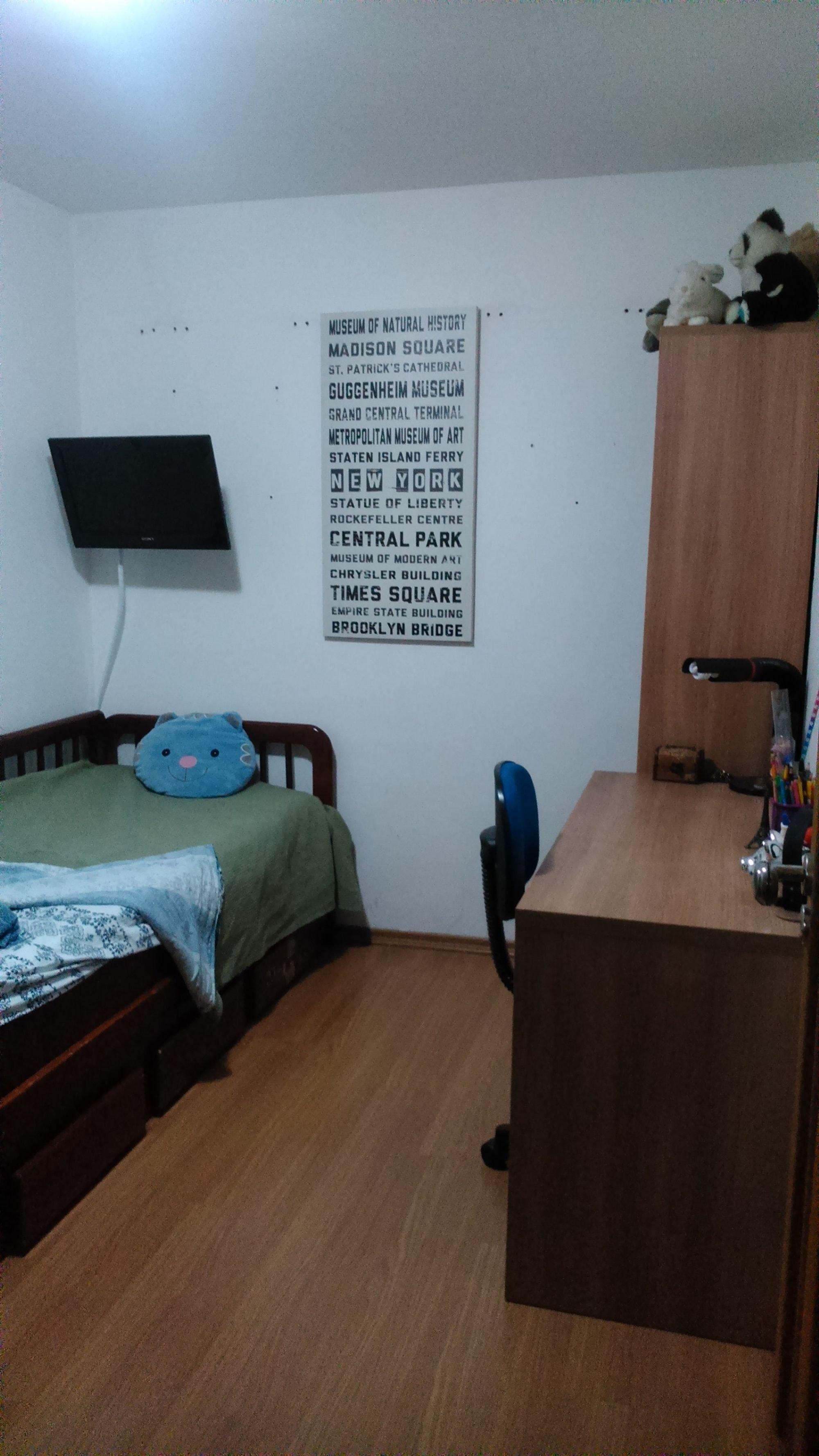 Foto de Sala com cama, cadeira