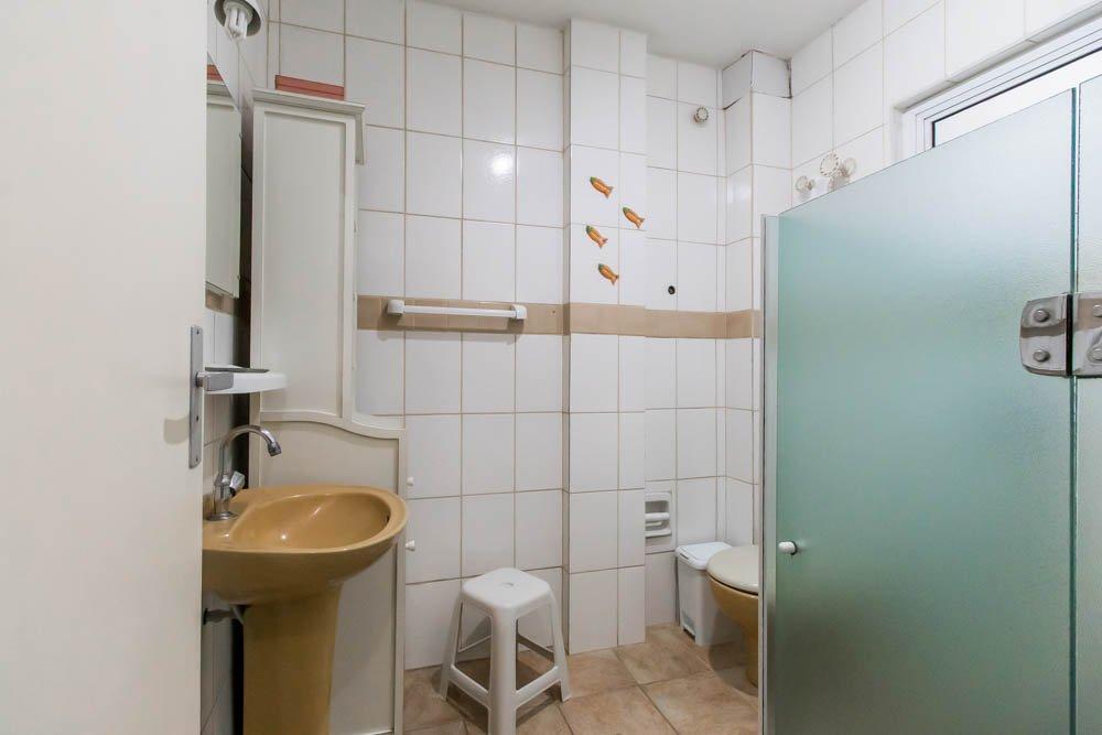 desktop_bathroom1.jpg