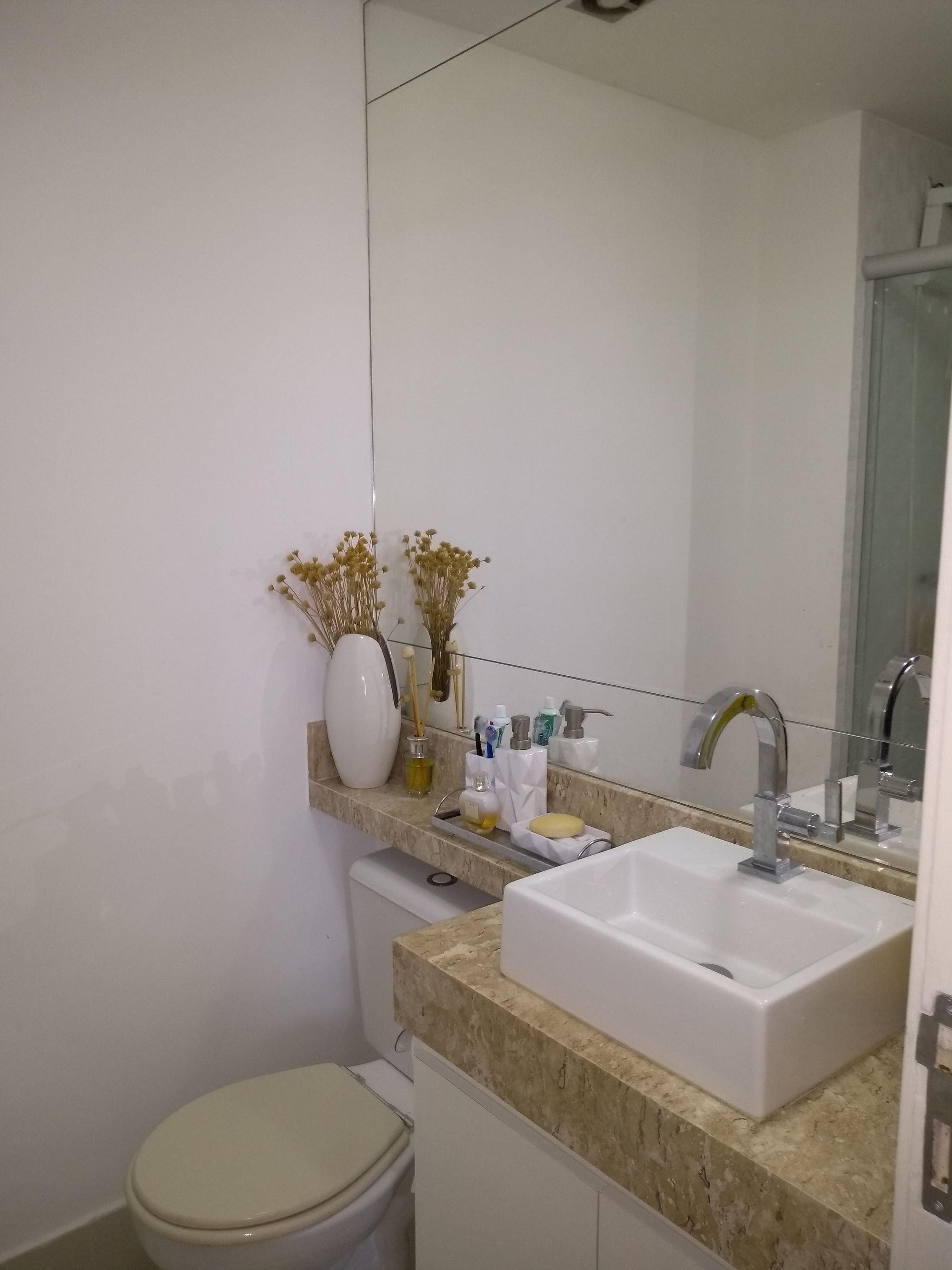 Foto de Banheiro com vaso sanitário, vaso, pia