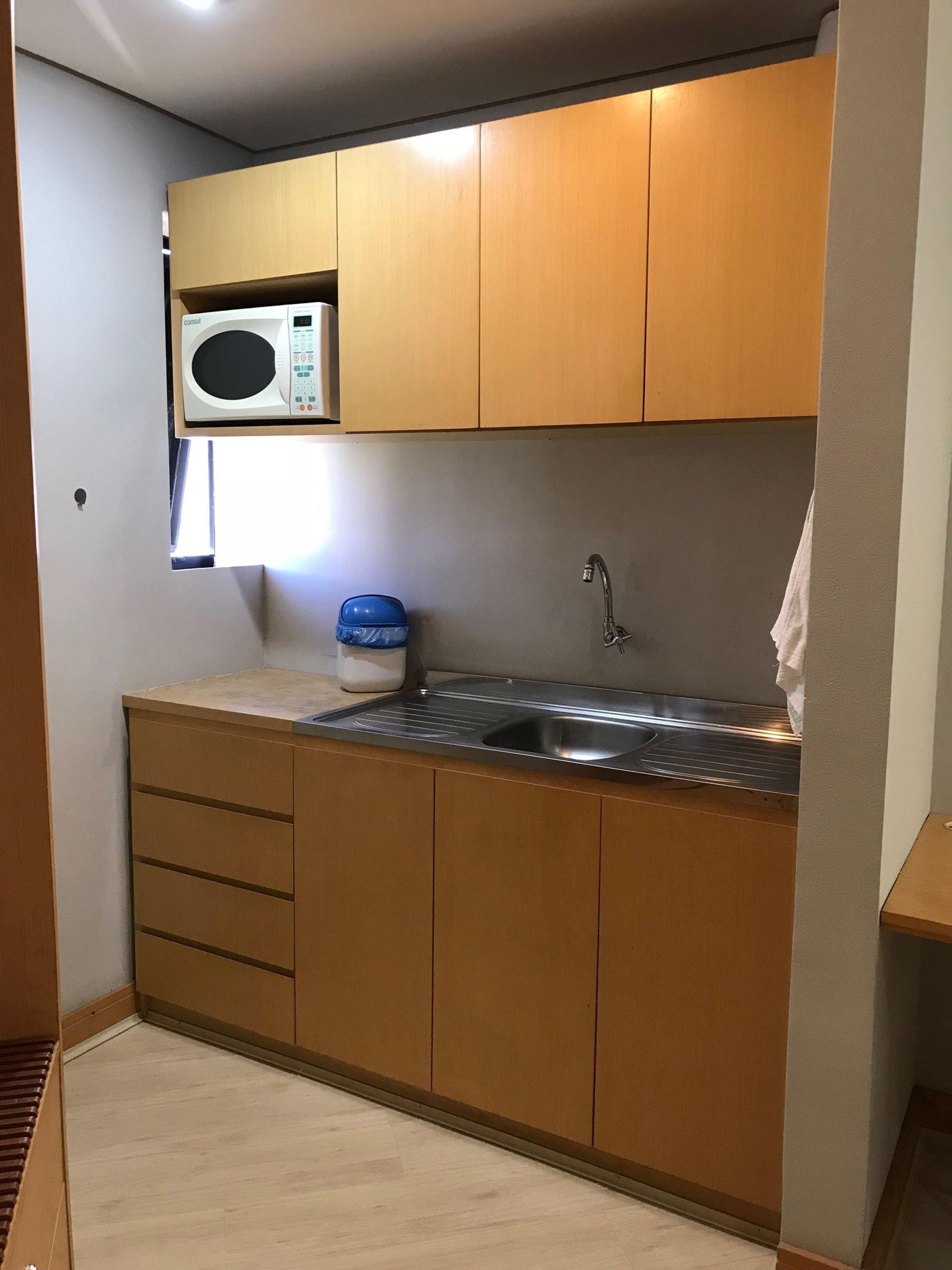 Foto de Cozinha com pia, microondas