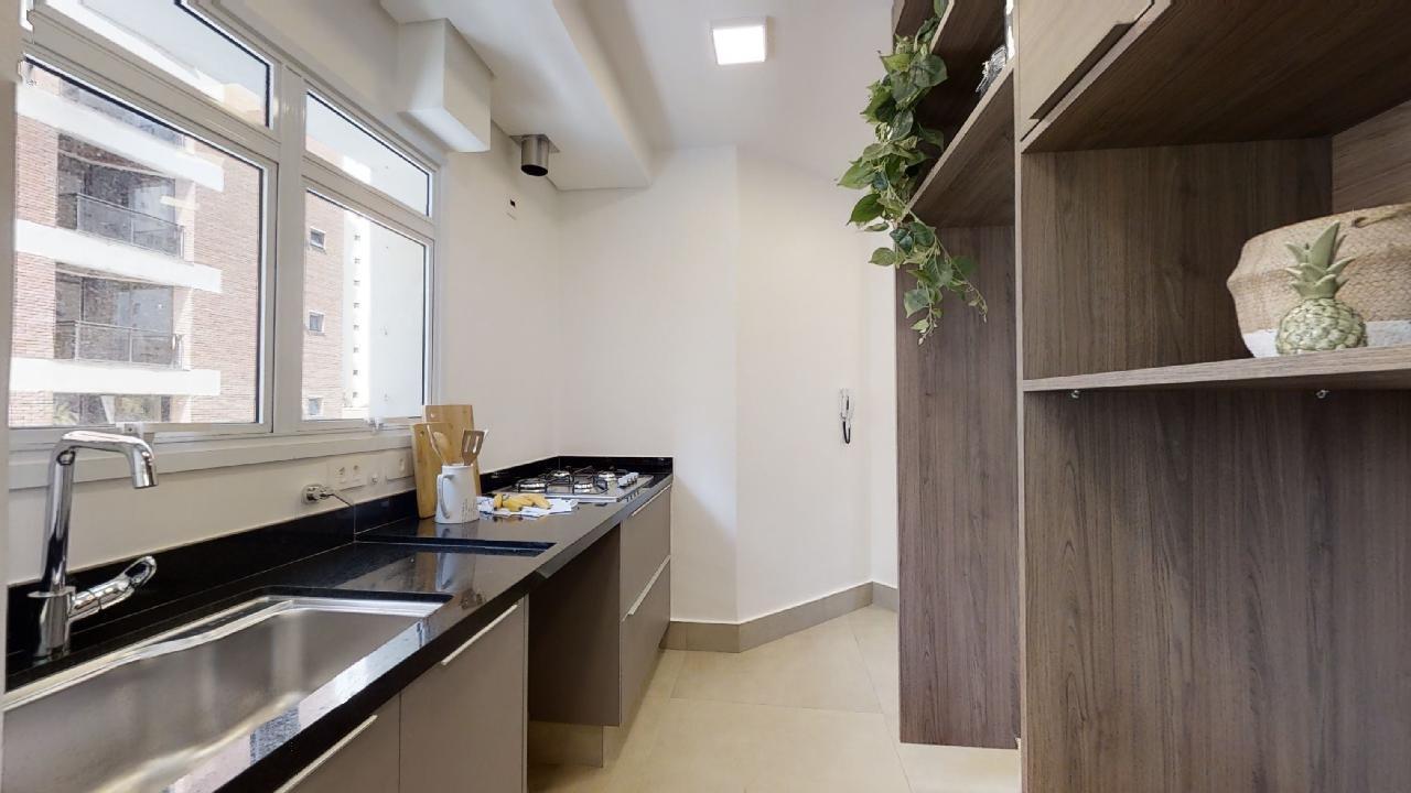 Foto de Cozinha com vaso de planta, vaso, pia