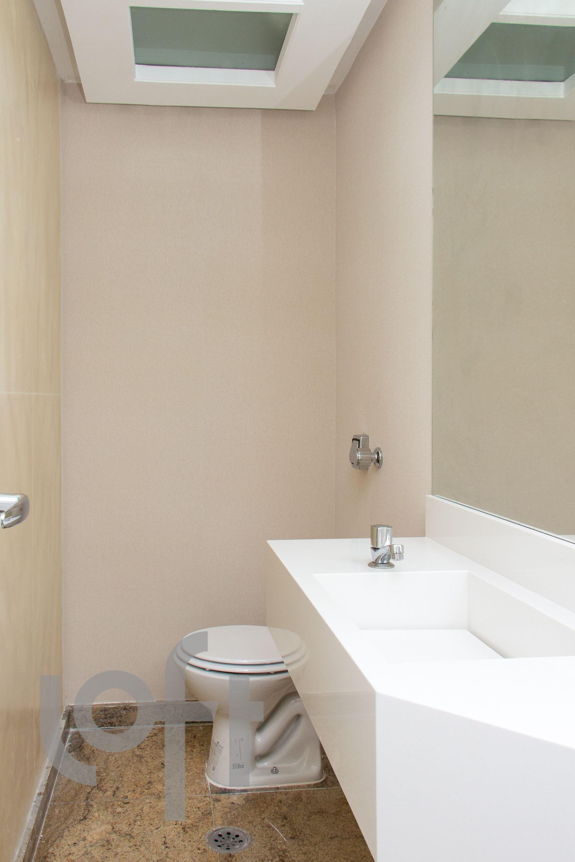 Foto de Banheiro com vaso sanitário