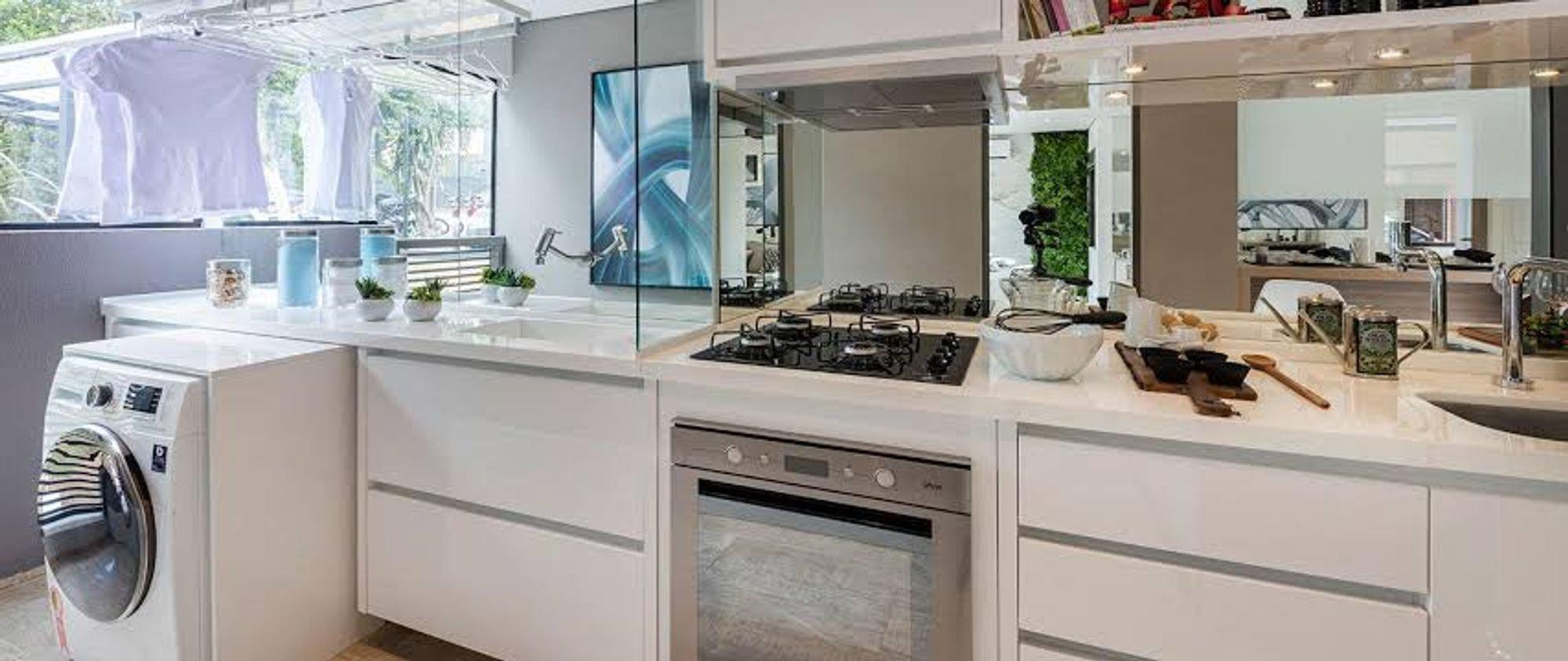 Foto de Cozinha com vaso de planta, vaso, forno, pia