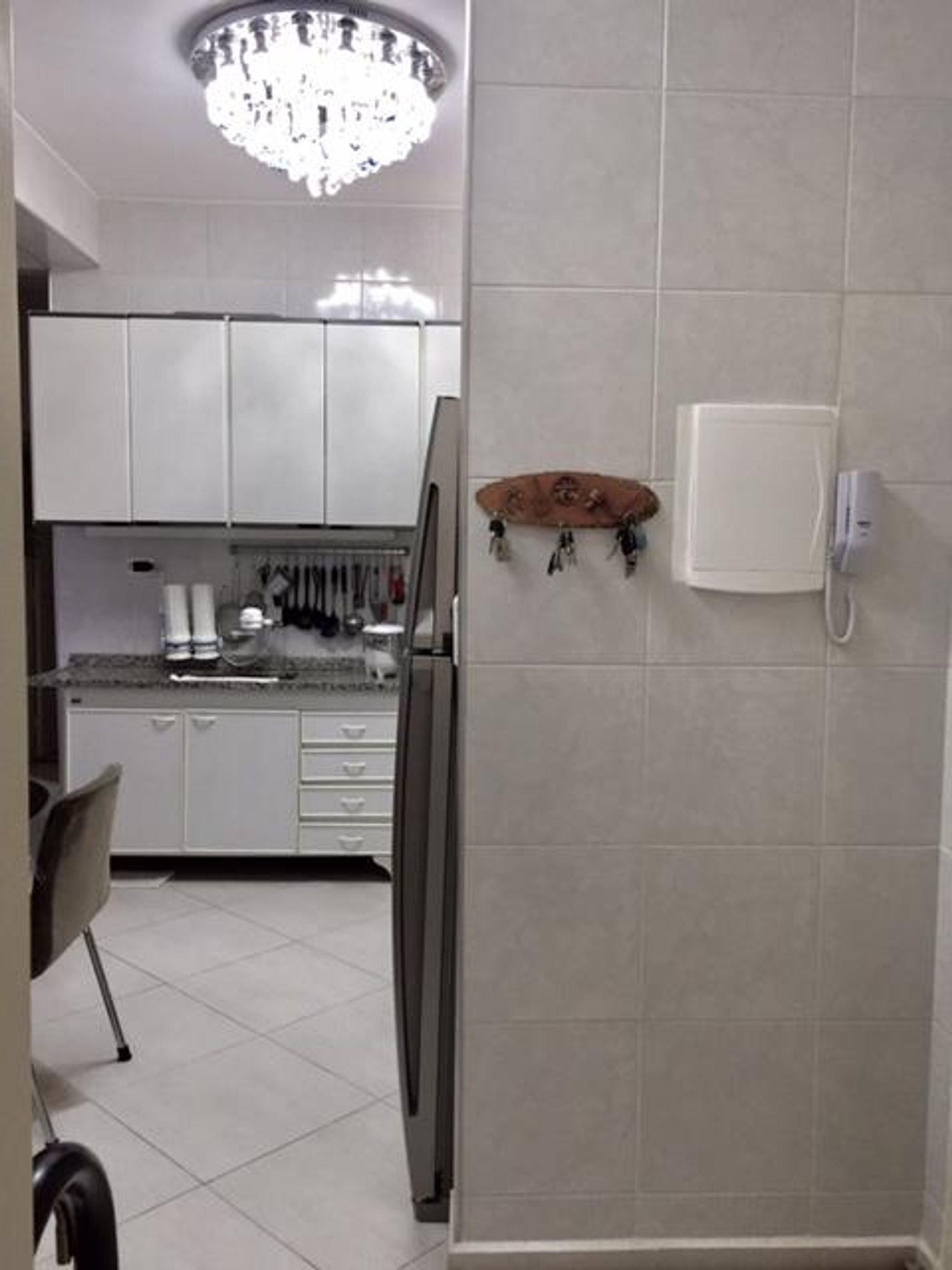 Foto de Cozinha com cadeira