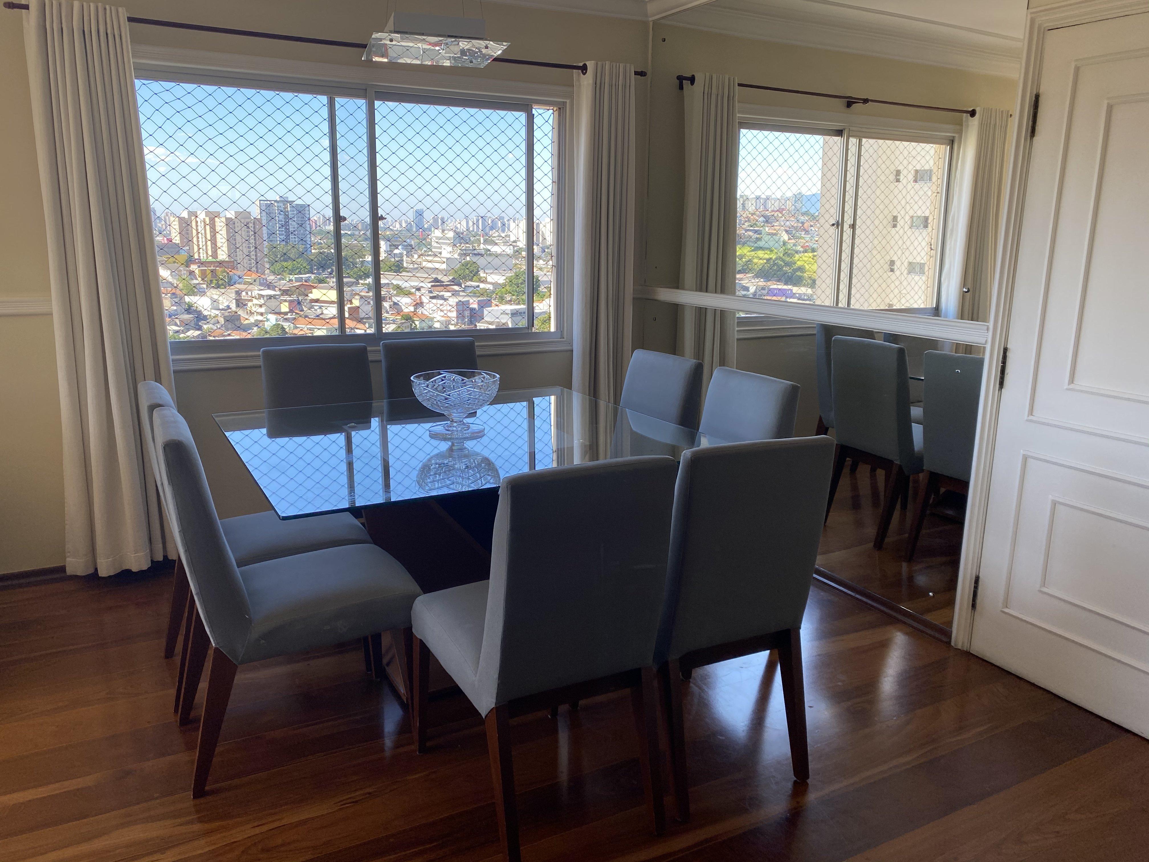 Foto de Sala com tigela, cadeira, mesa de jantar