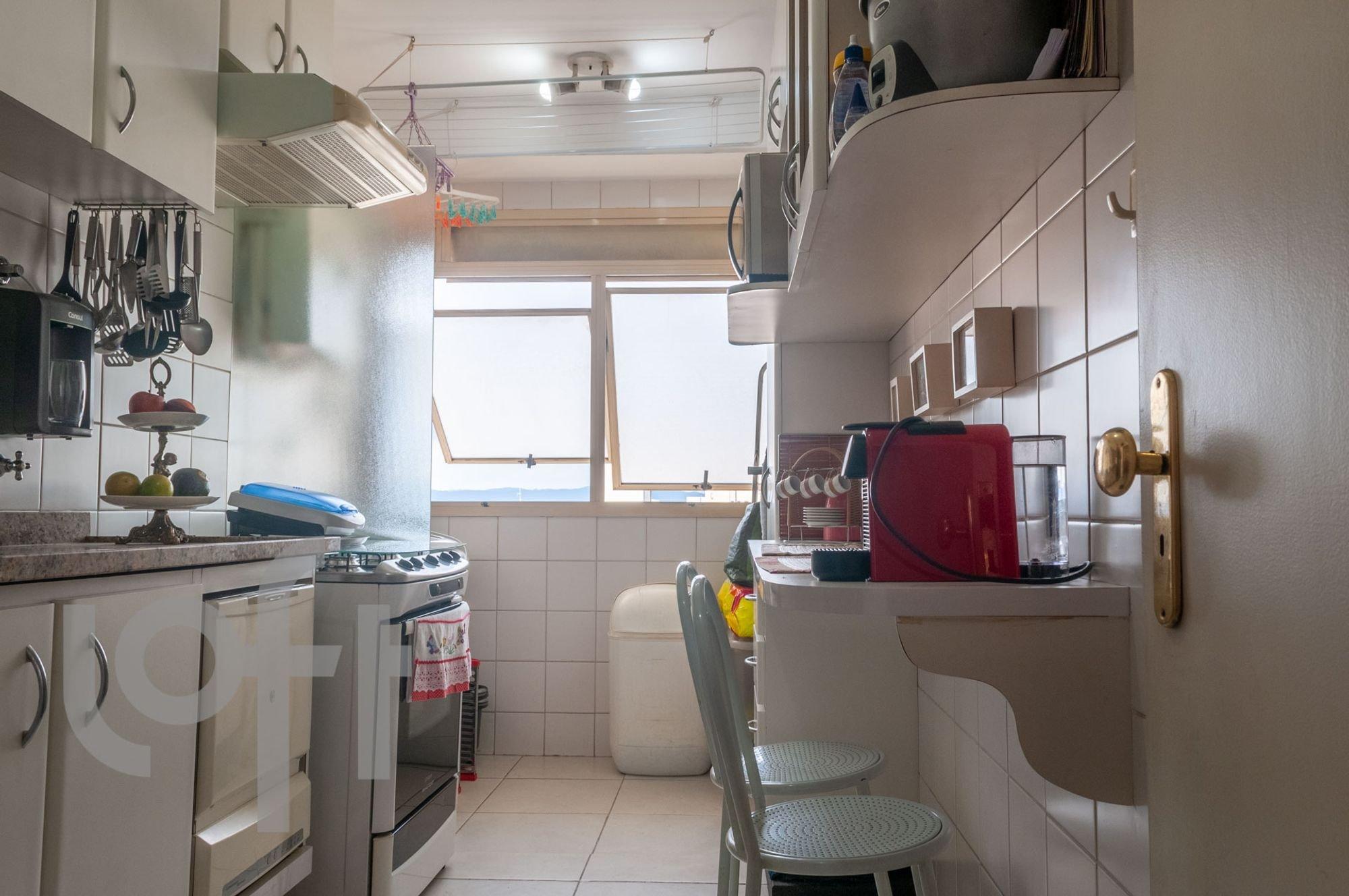 Foto de Cozinha com banana, cadeira