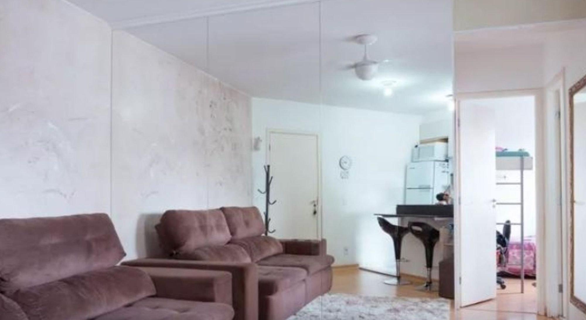 Foto de Sala com sofá, pia
