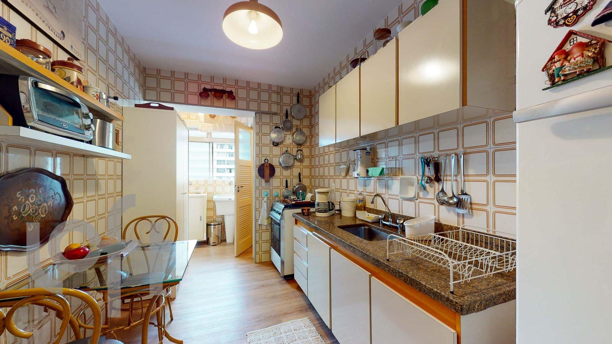 Foto de Cozinha com tigela, cadeira, pia